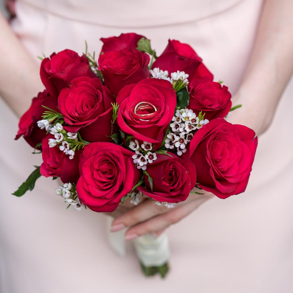вас есть букет цветов с кольцом фото большего понимания