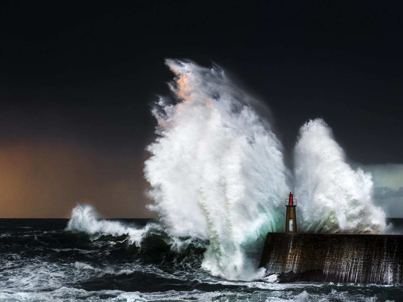 Потрясающие фото морских штормов