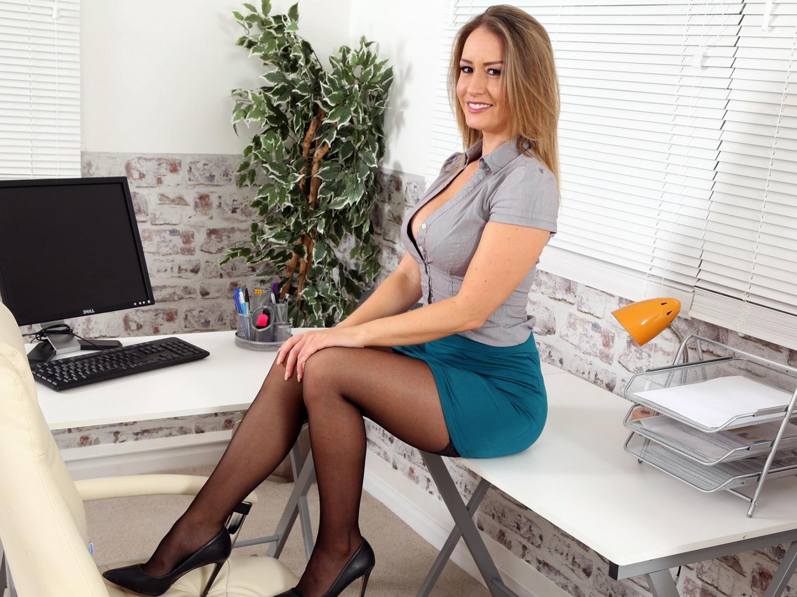 Фото секретарш в мини юбке, видео секс лесбиянки групповой секс