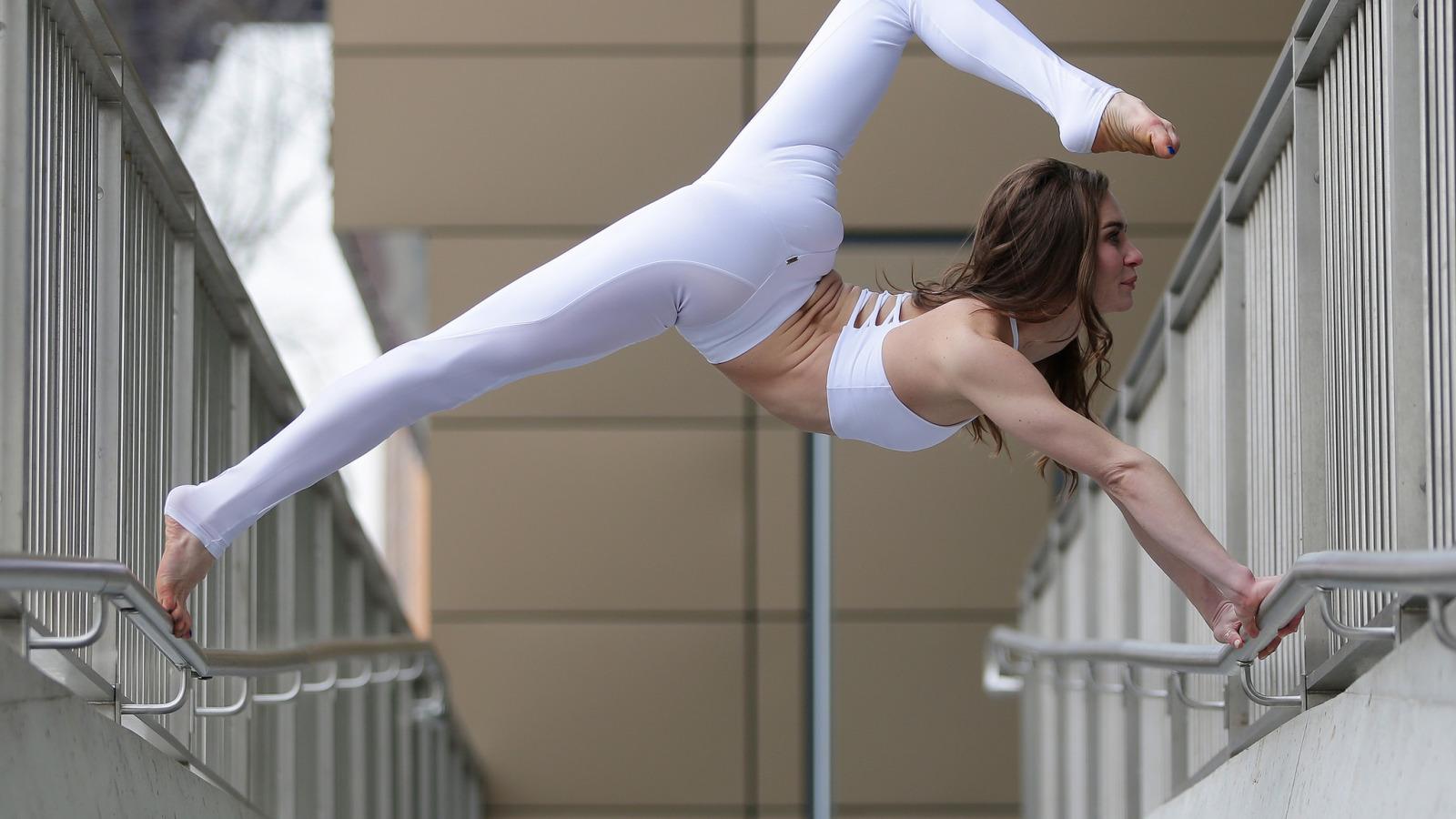 Фото девушек в стойке мостик, Фото подборка эротики как голые девушки делают мостик 16 фотография