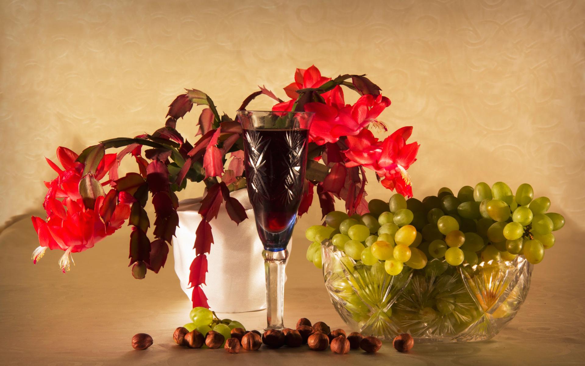 виноград на столе в вазе фото темно-коричневой мастики лепешку
