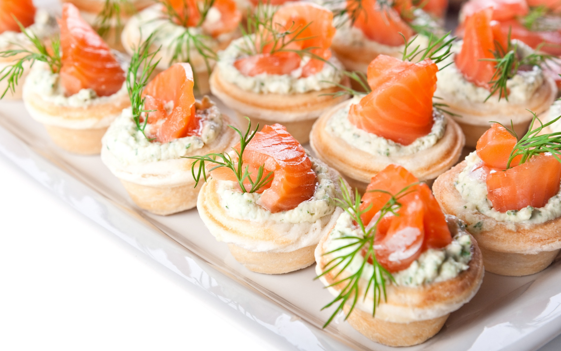 Тарталетки с красной рыбой и огурцом рецепты