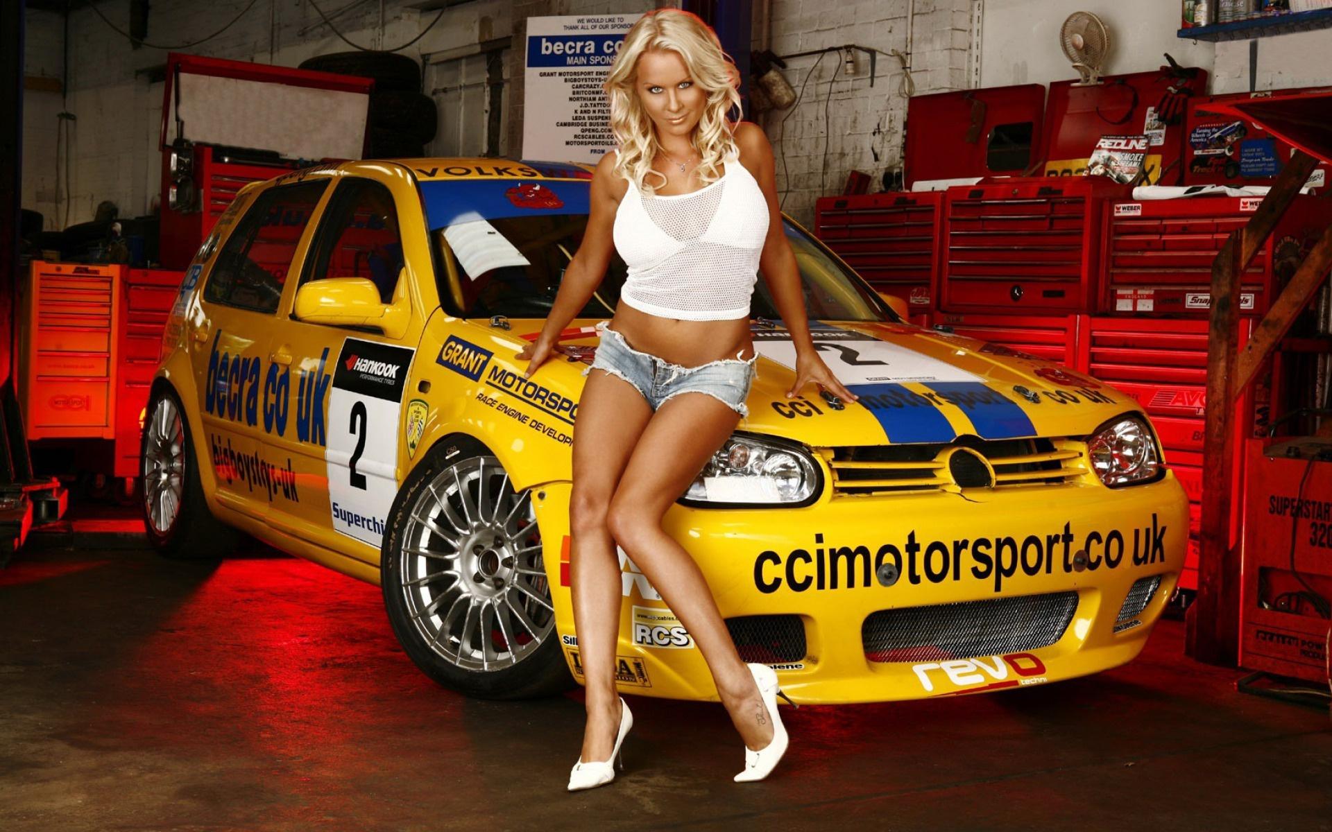 девушка блондинка оранжевый автомобиль volkswagen  № 729105 без смс