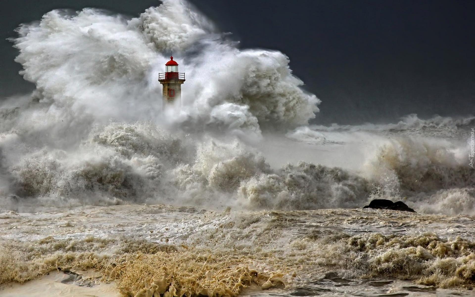 Фото маяки море шторм