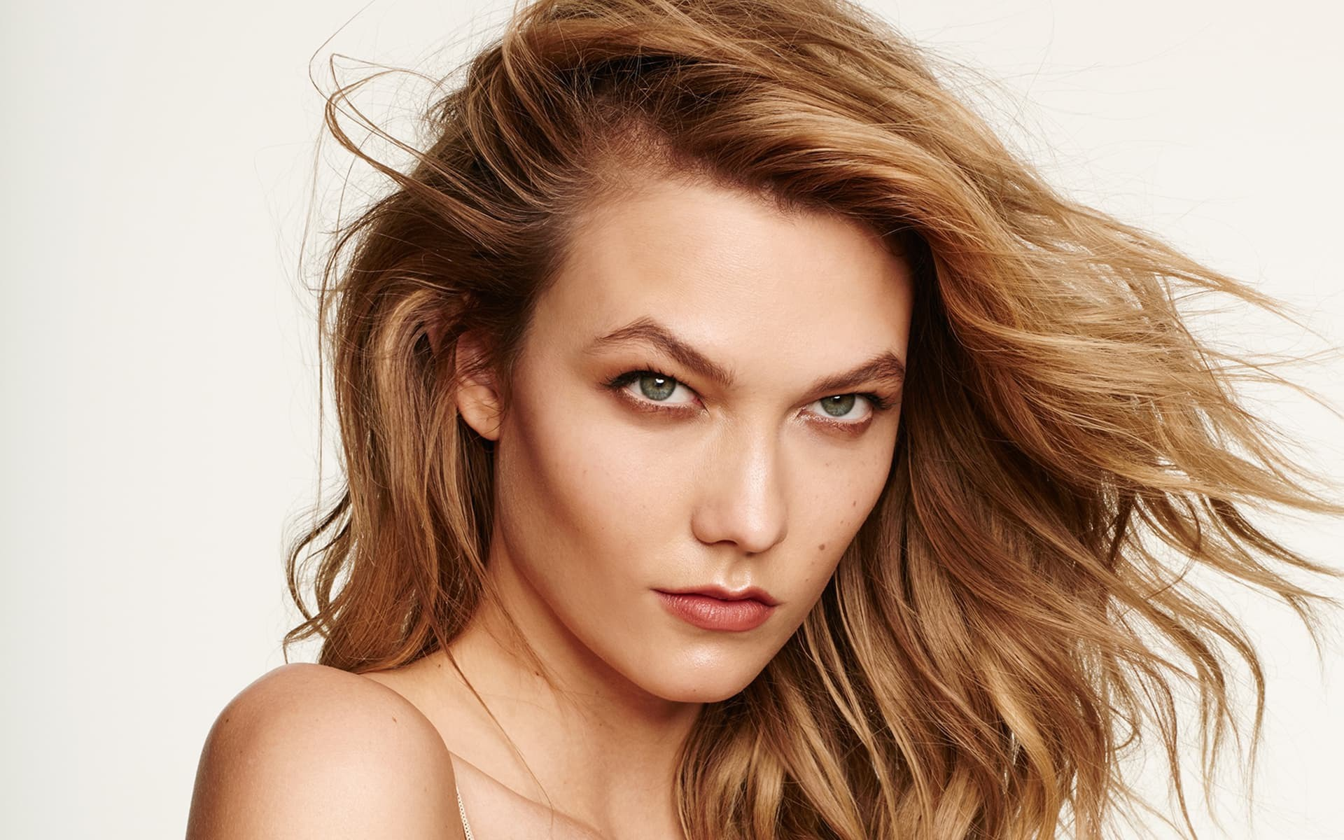 a movie by Karlie Kloss produced by Casey Neistat edit by Tim Kellner Klossy Goes To China Karlie Kloss Duration 7 minutes 49 seconds 725393 views