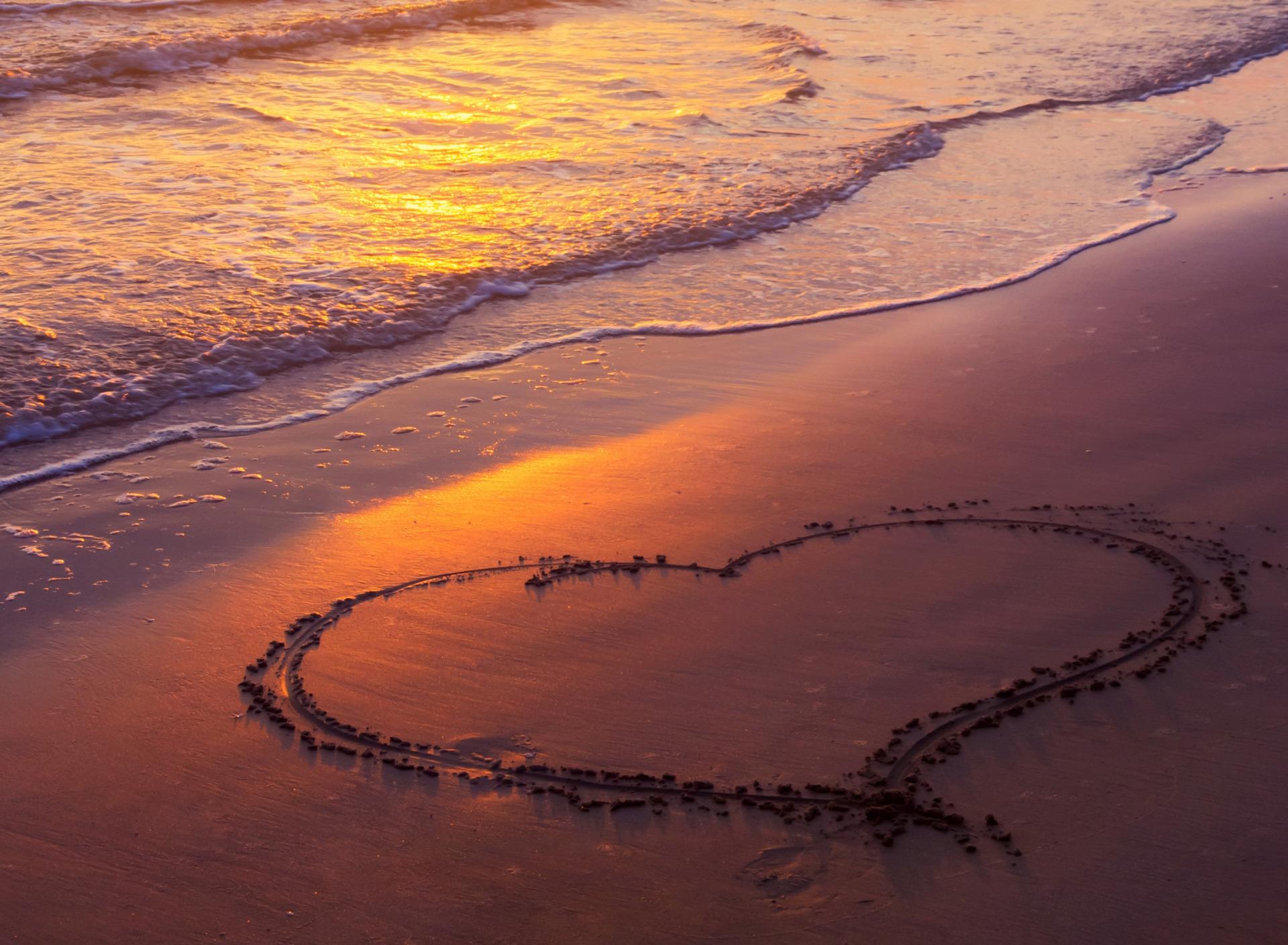 Море сердце фото