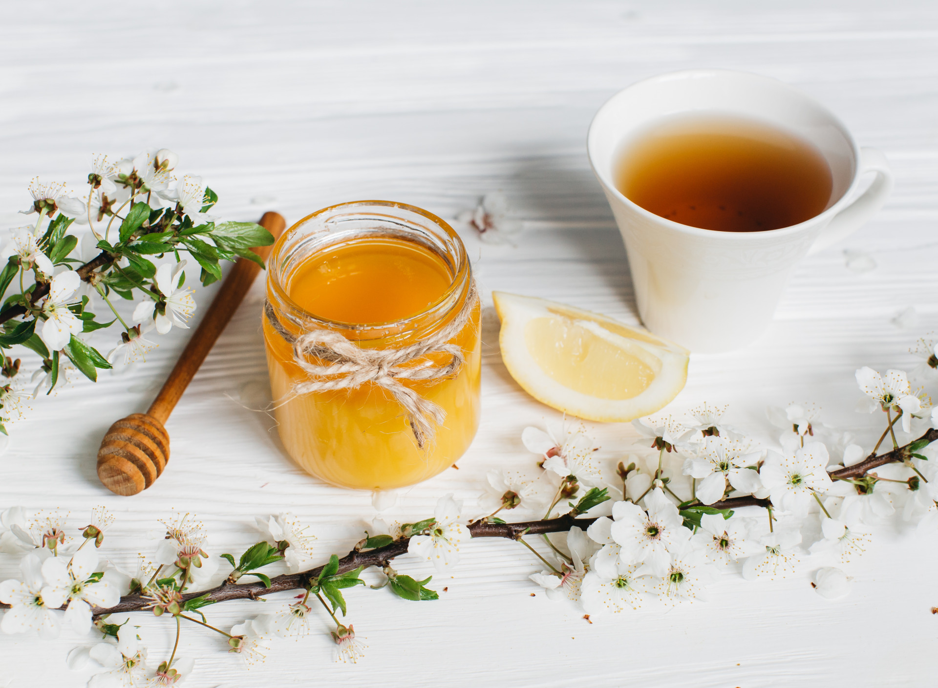 чашка чая и мед фото образовавшуюся струю