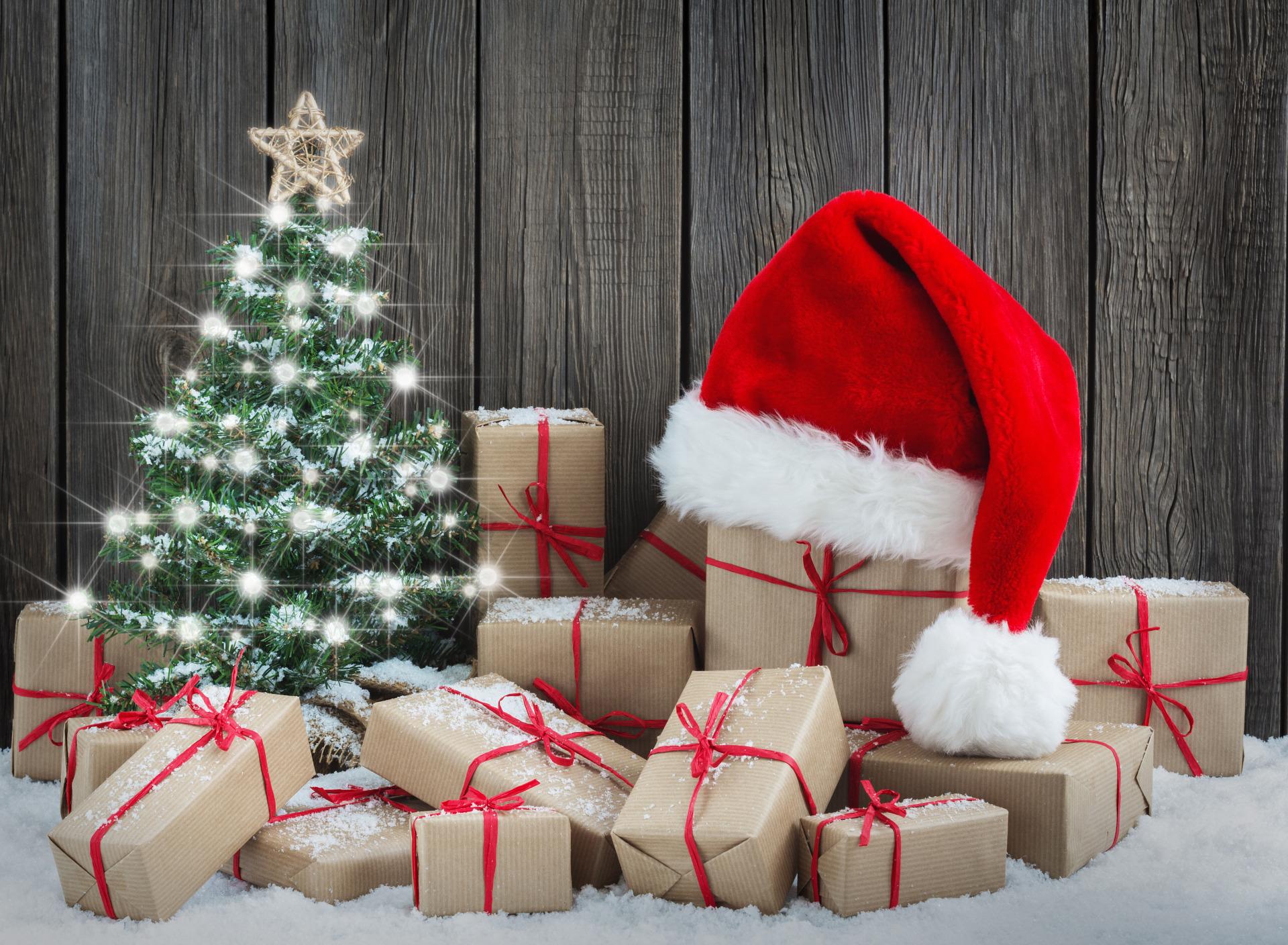 фото с новогодними подарками под елкой плотной структуры дерева