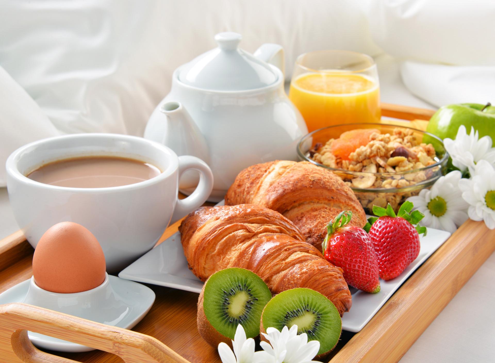 что утренний кофе и фрукты фото сари пистони