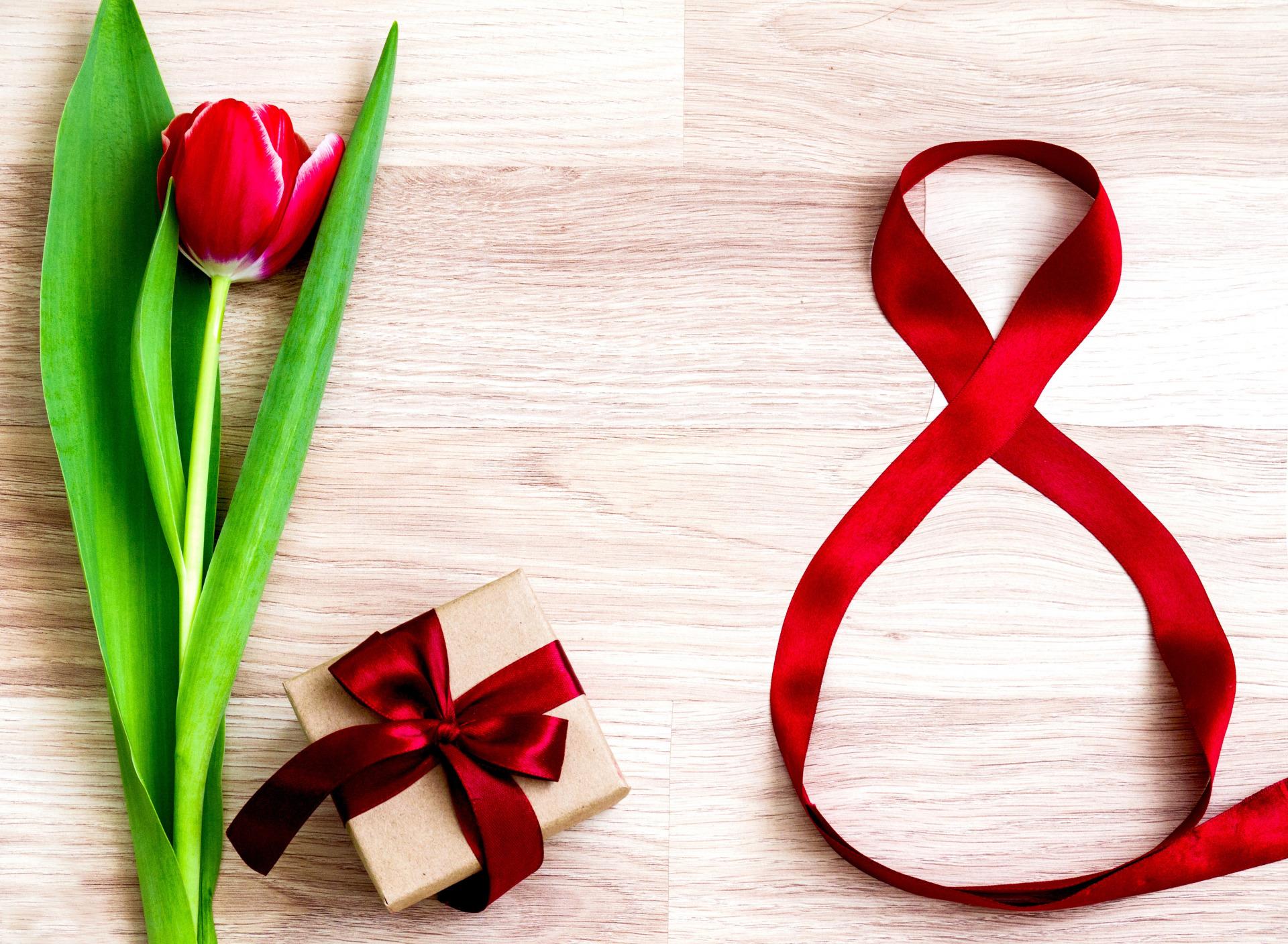позволяет минималистичная открытка на 8 марта свой гардероб тщательным