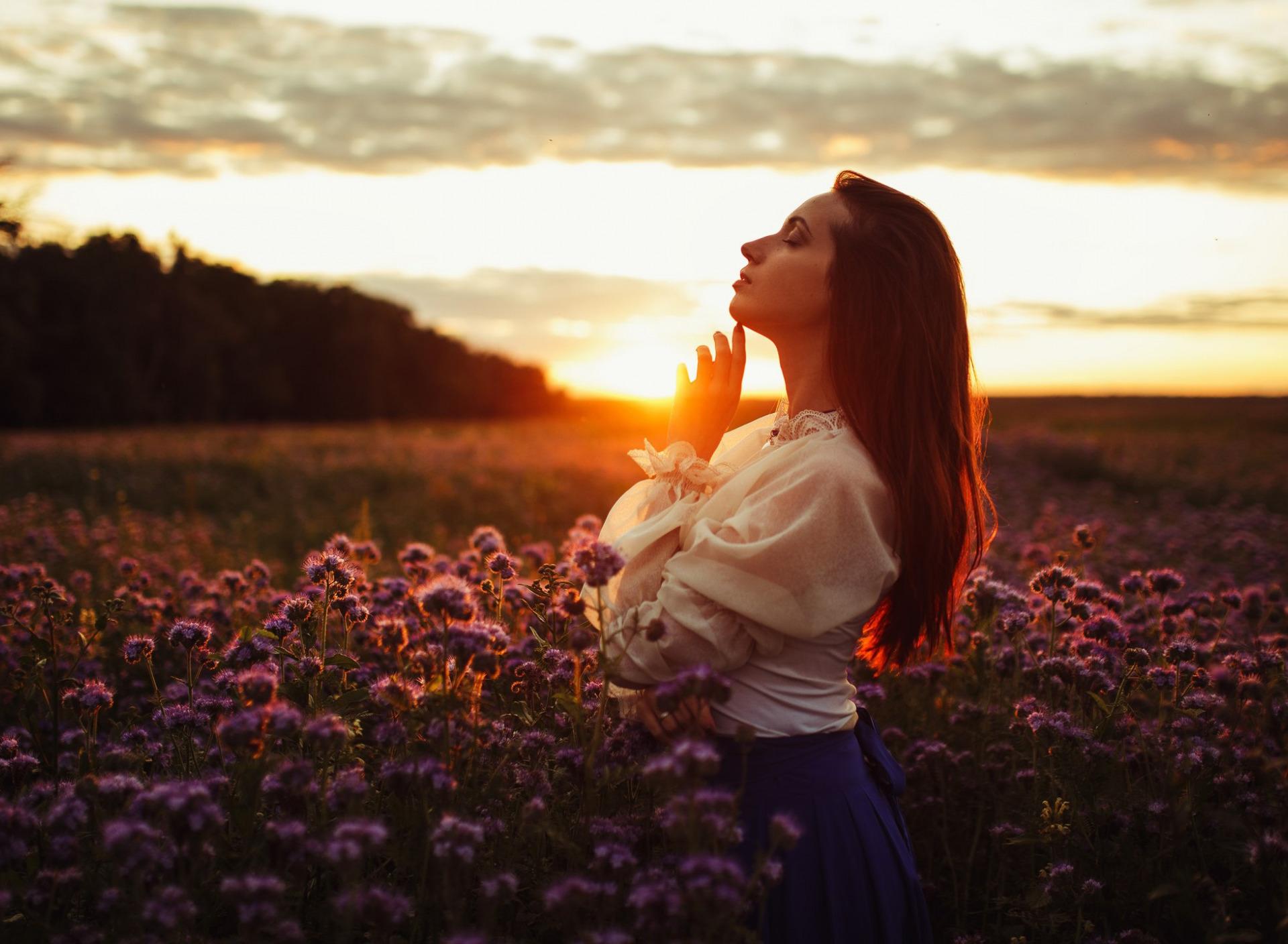 Девушки на закате или рассвета картинки