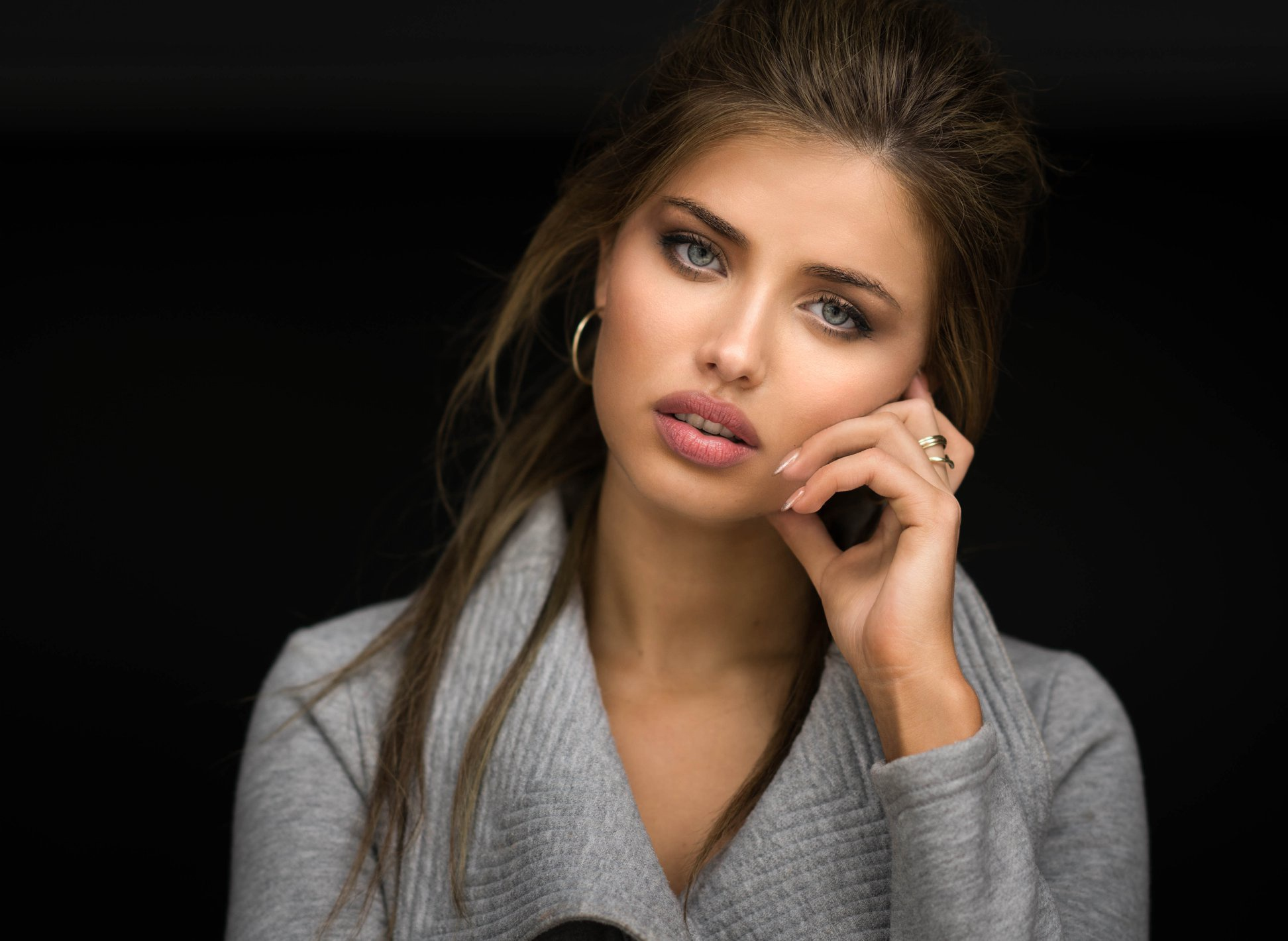 девушка глаза сережки  № 1817027 без смс