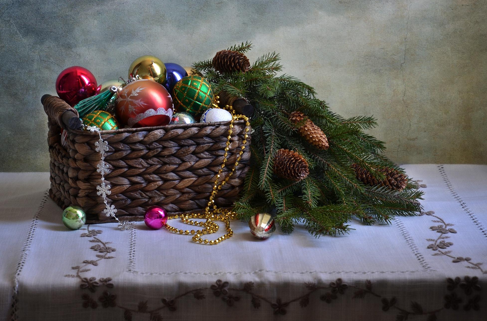 новый год,корзинки,игрушки,хвойные лапы,шишки  № 639567 загрузить