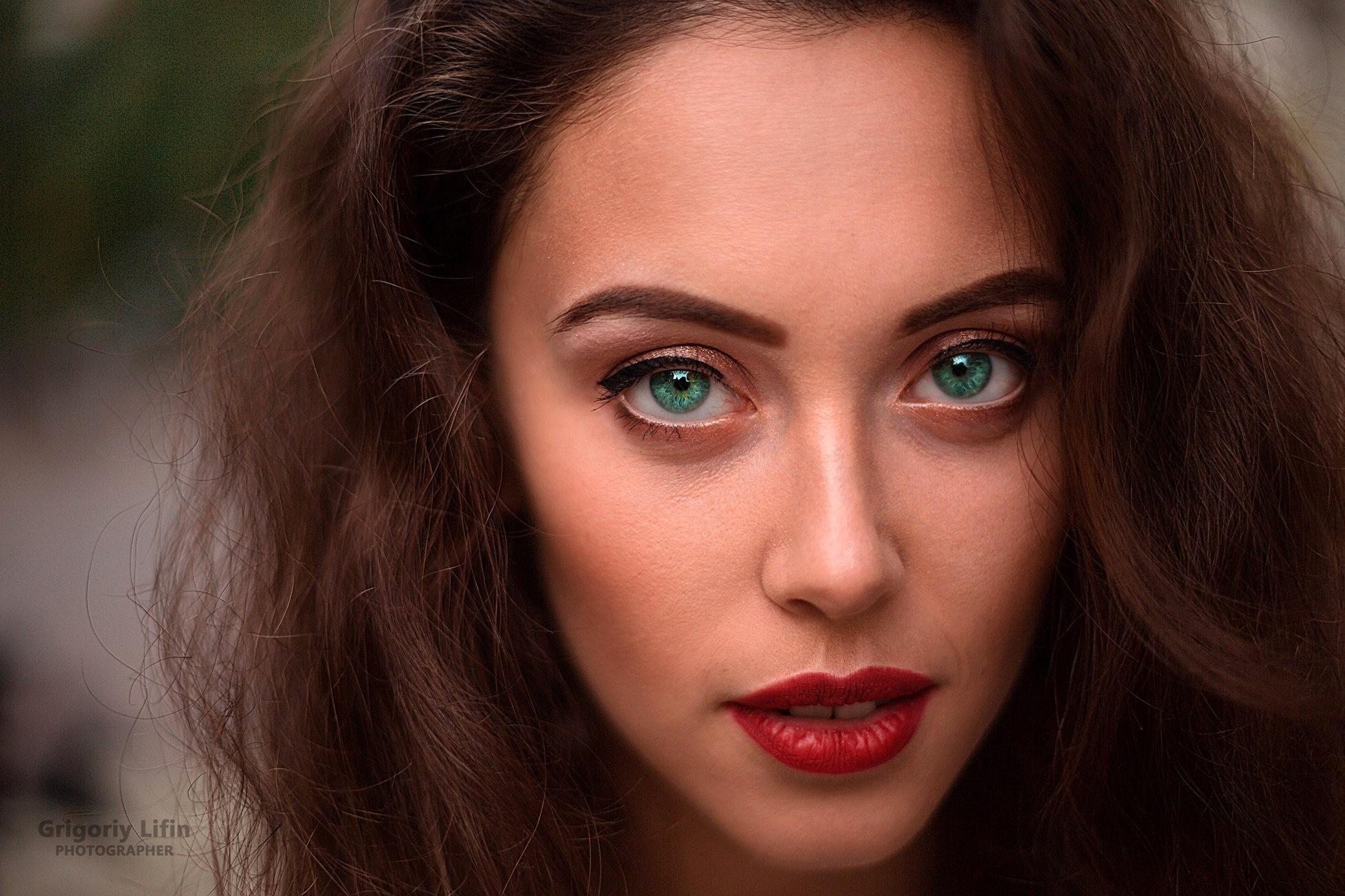 люди фотомодели с зелеными глазами фото если