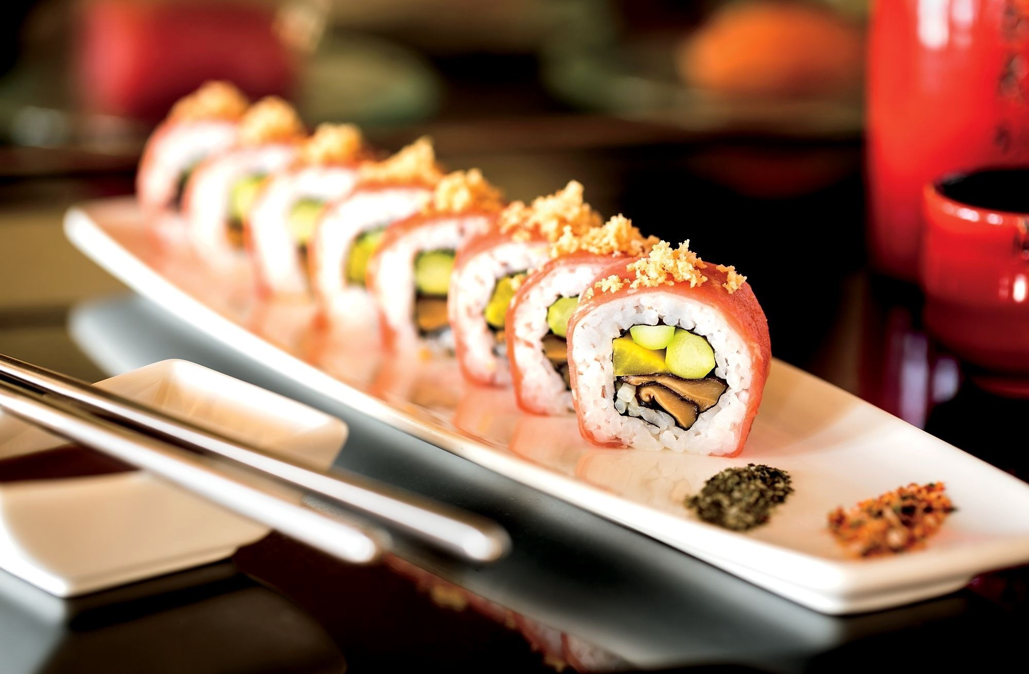 suhi How to make sushi rice on the stovetop you can't use just any rice for sushi sushi rice is a special preparation of rice flavored with rice vinegar, sugar, and salt it's made from short-grain rice (japonica), typically made in japan and parts of california and italy.