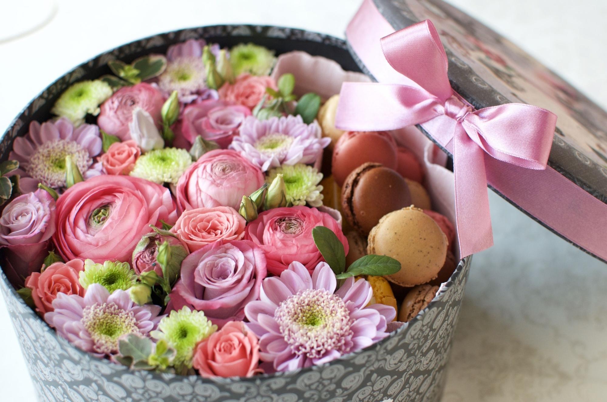 Открытка коробка с цветами