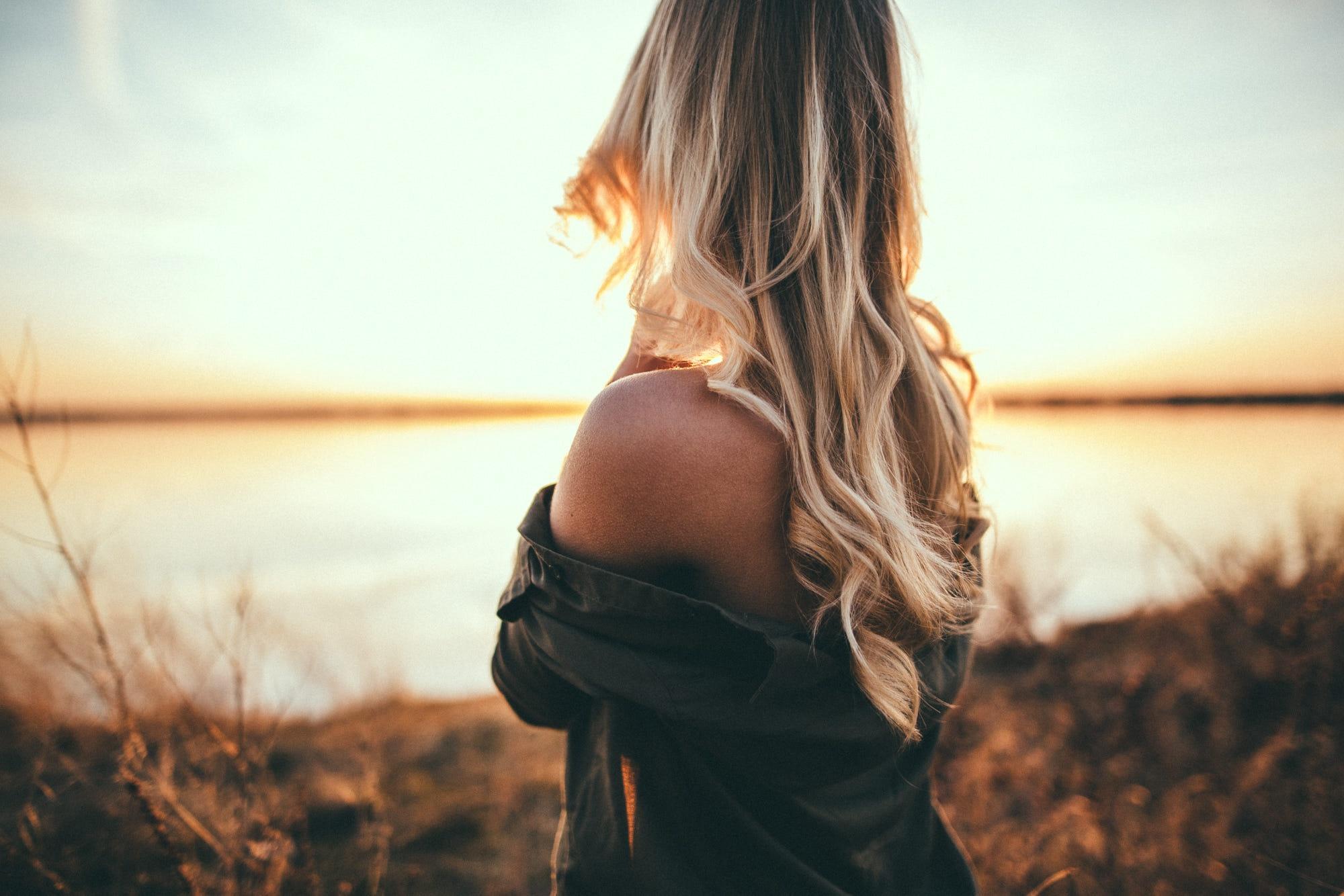 Картинка сзади девушки блондинки — pic 10