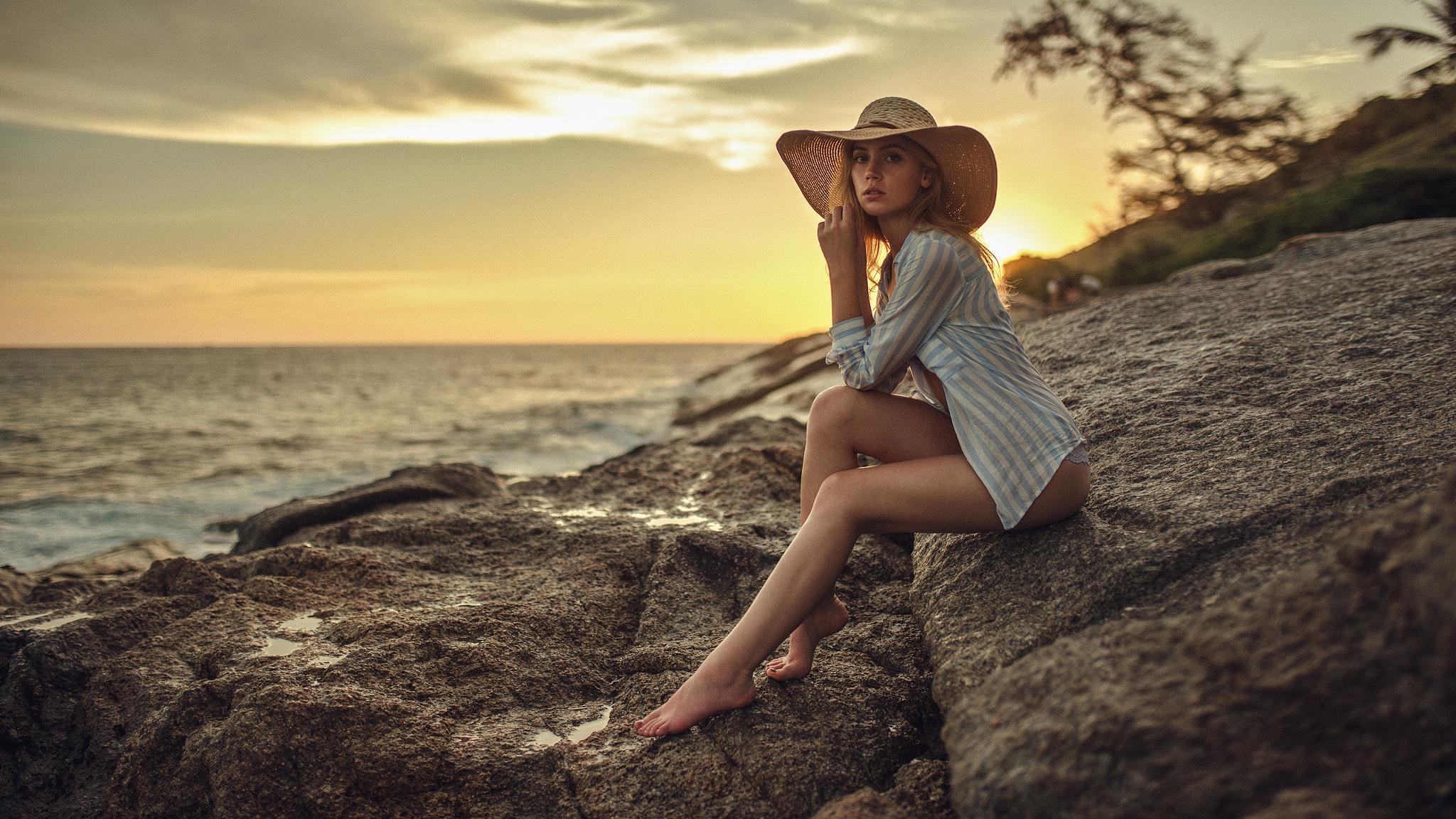 как красиво сфотографироваться на фоне моря пора