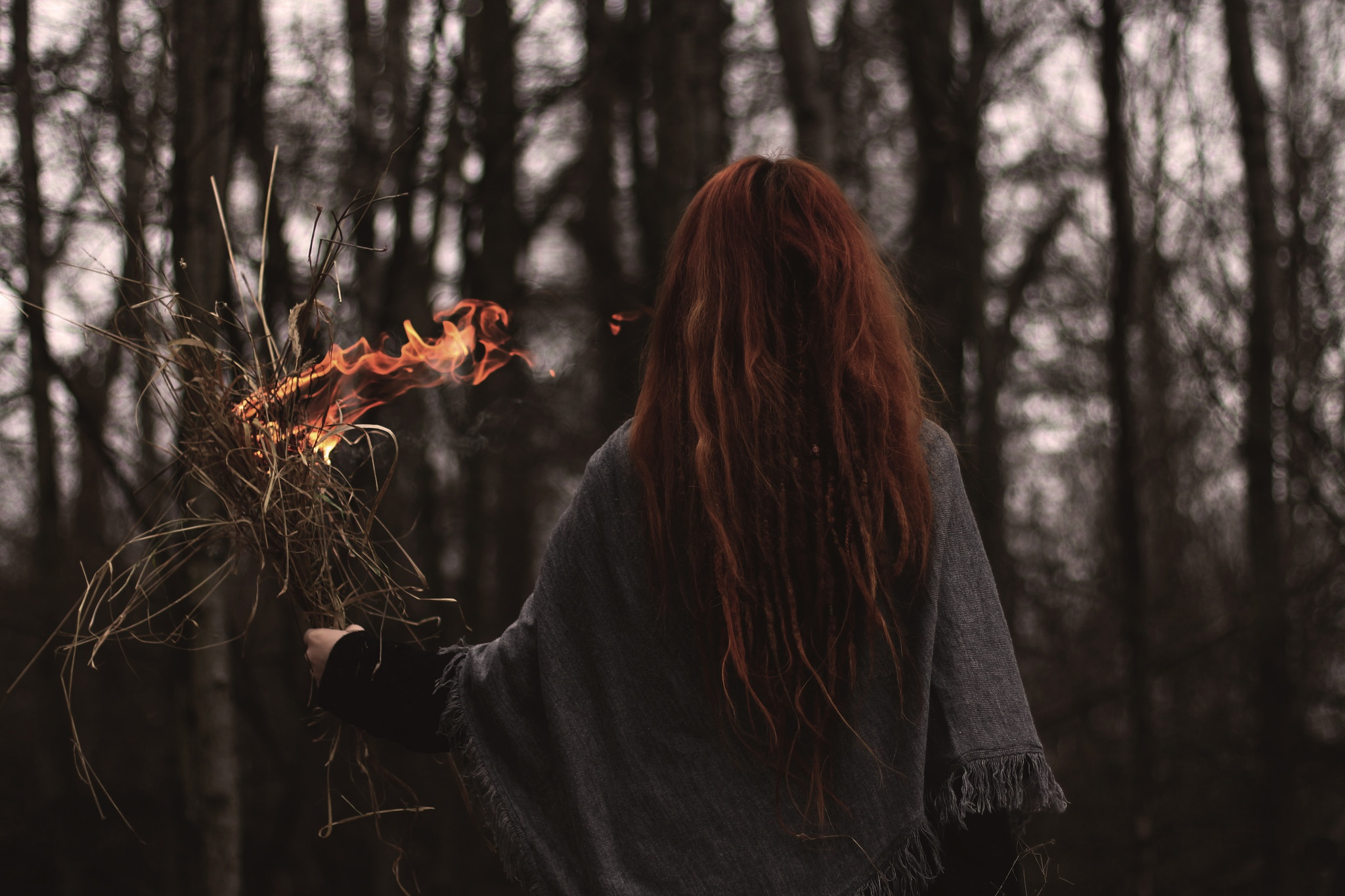 Фотографии девушек с рыжими волосами со спины, Рыжие девушки со спины (36 фото) 17 фотография