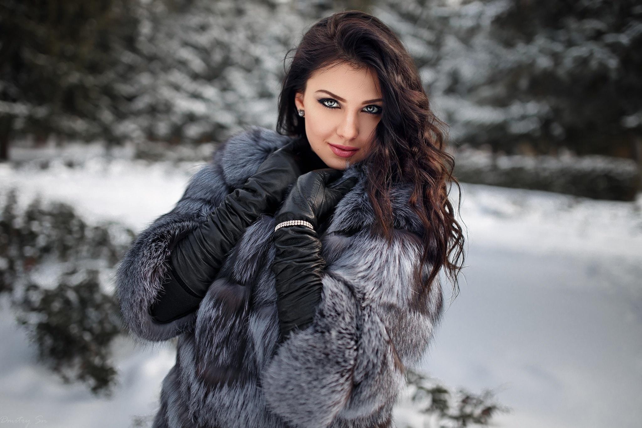 krasivie-devushki-foto-v-odezhde-na-snegu-foto-seksa-volosatih-bryunetok