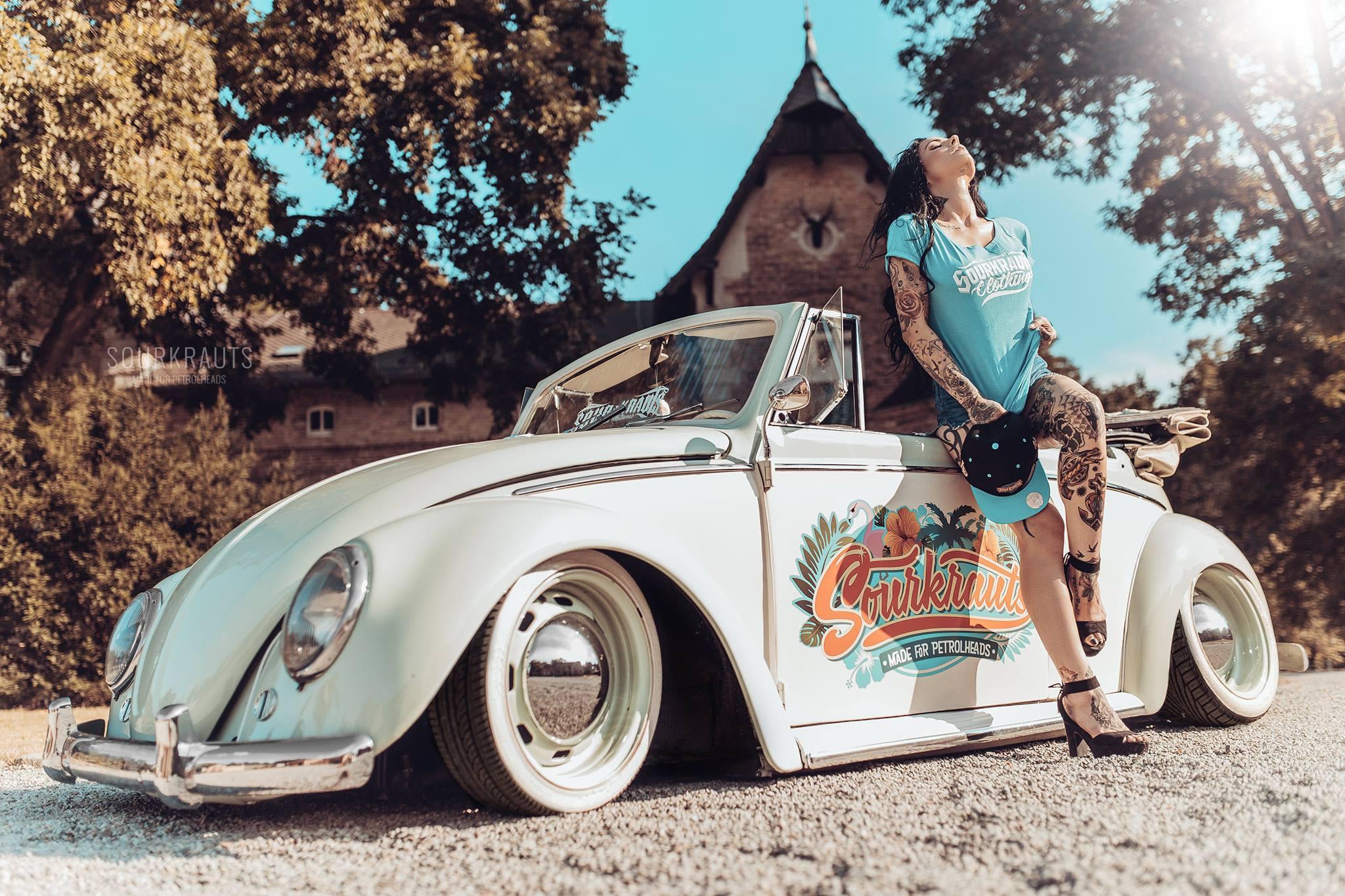 девушка блондинка оранжевый автомобиль volkswagen  № 729109  скачать