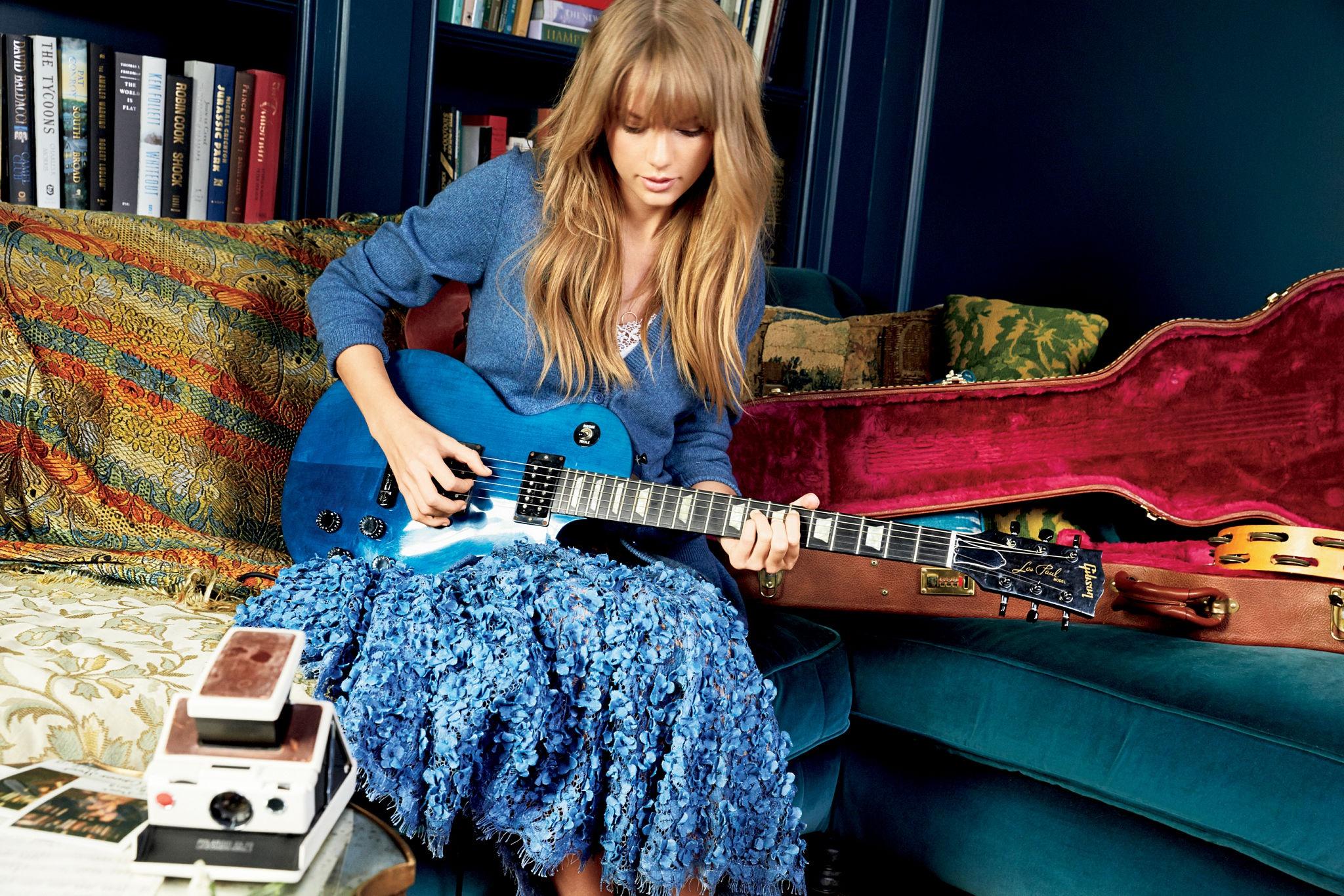 Обои диван, Гитара. Музыка foto 12