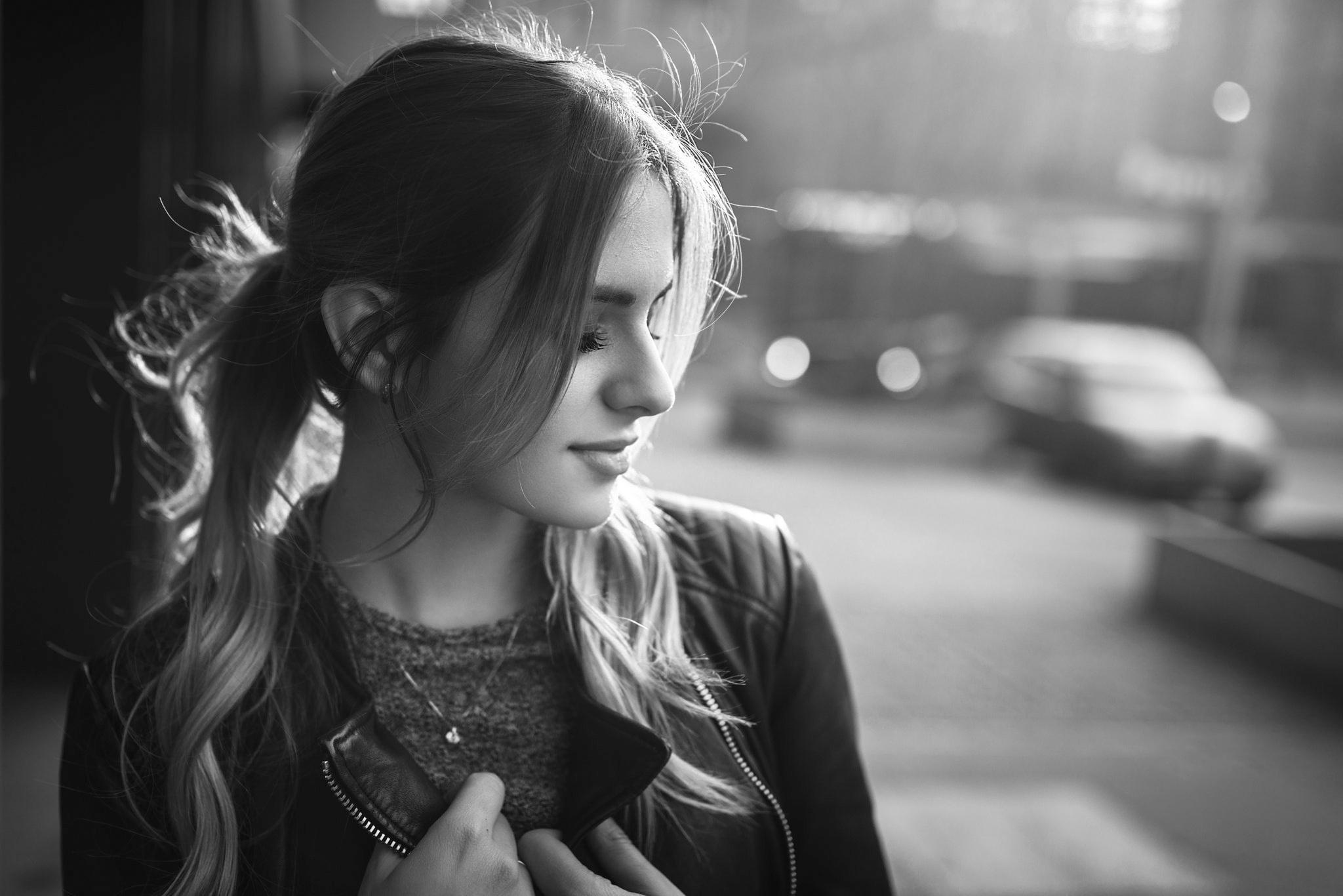 черно белая фотосессия на улице брюнетка бунтарским характером