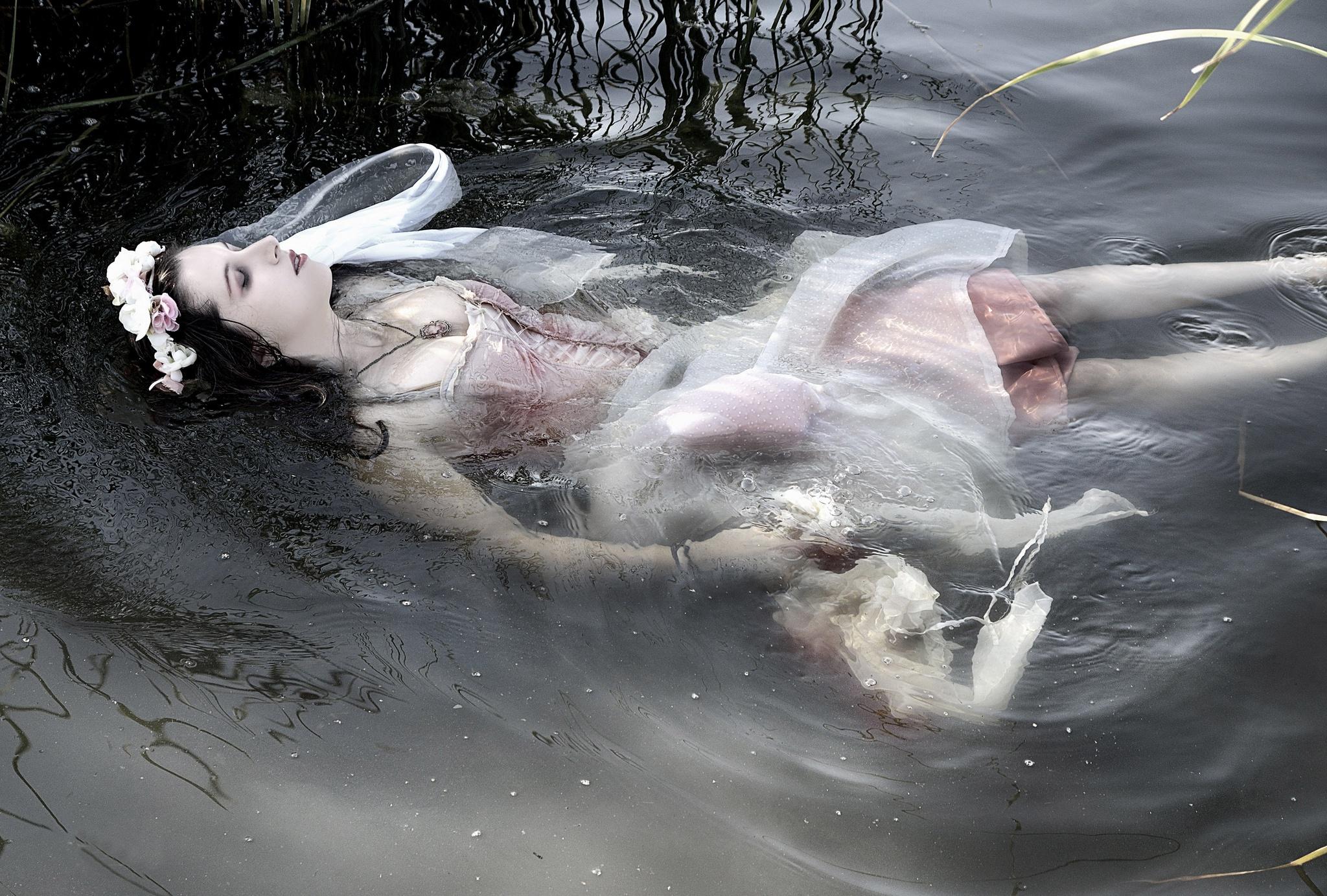 Картинка умершей девушки