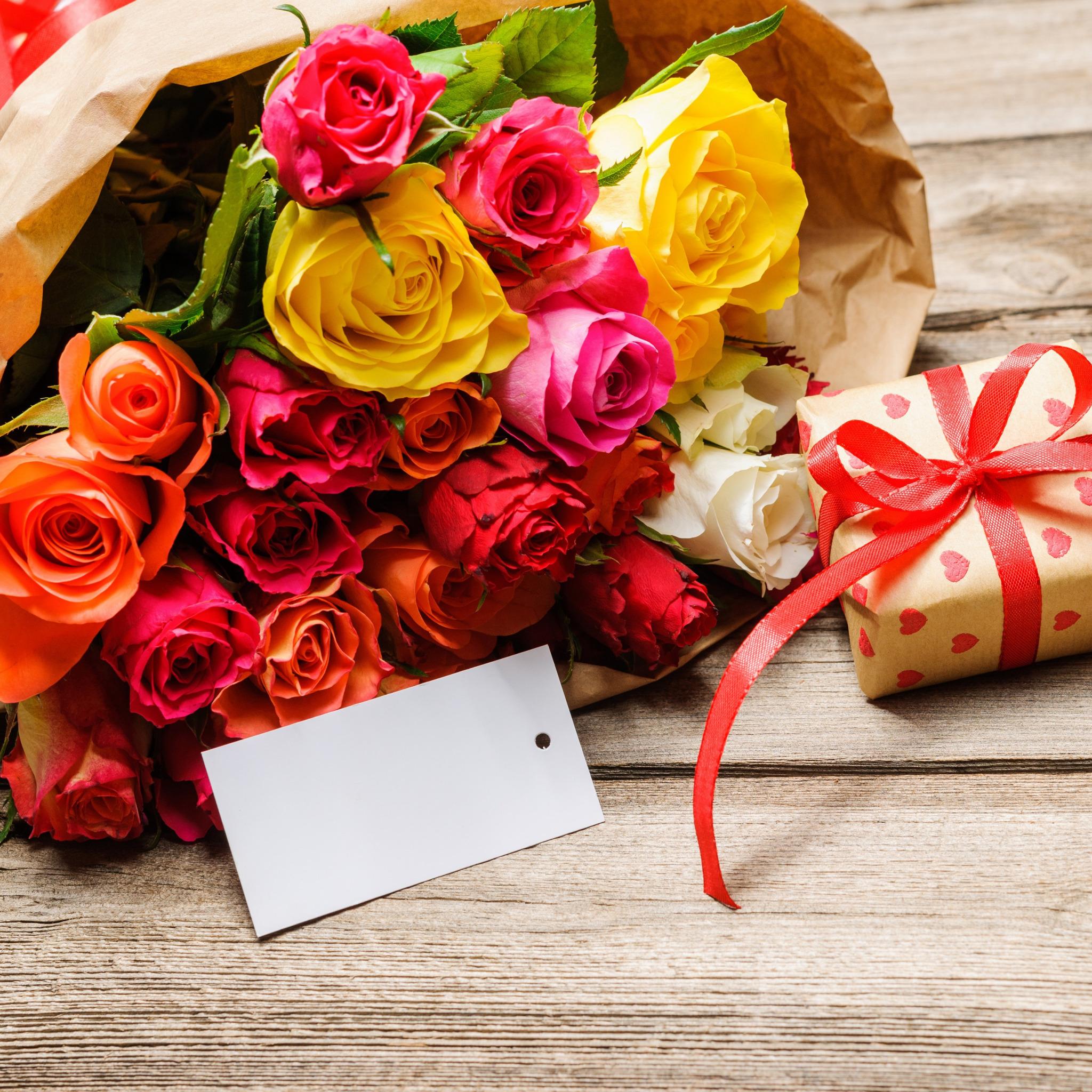Открытки с цветами и подарками