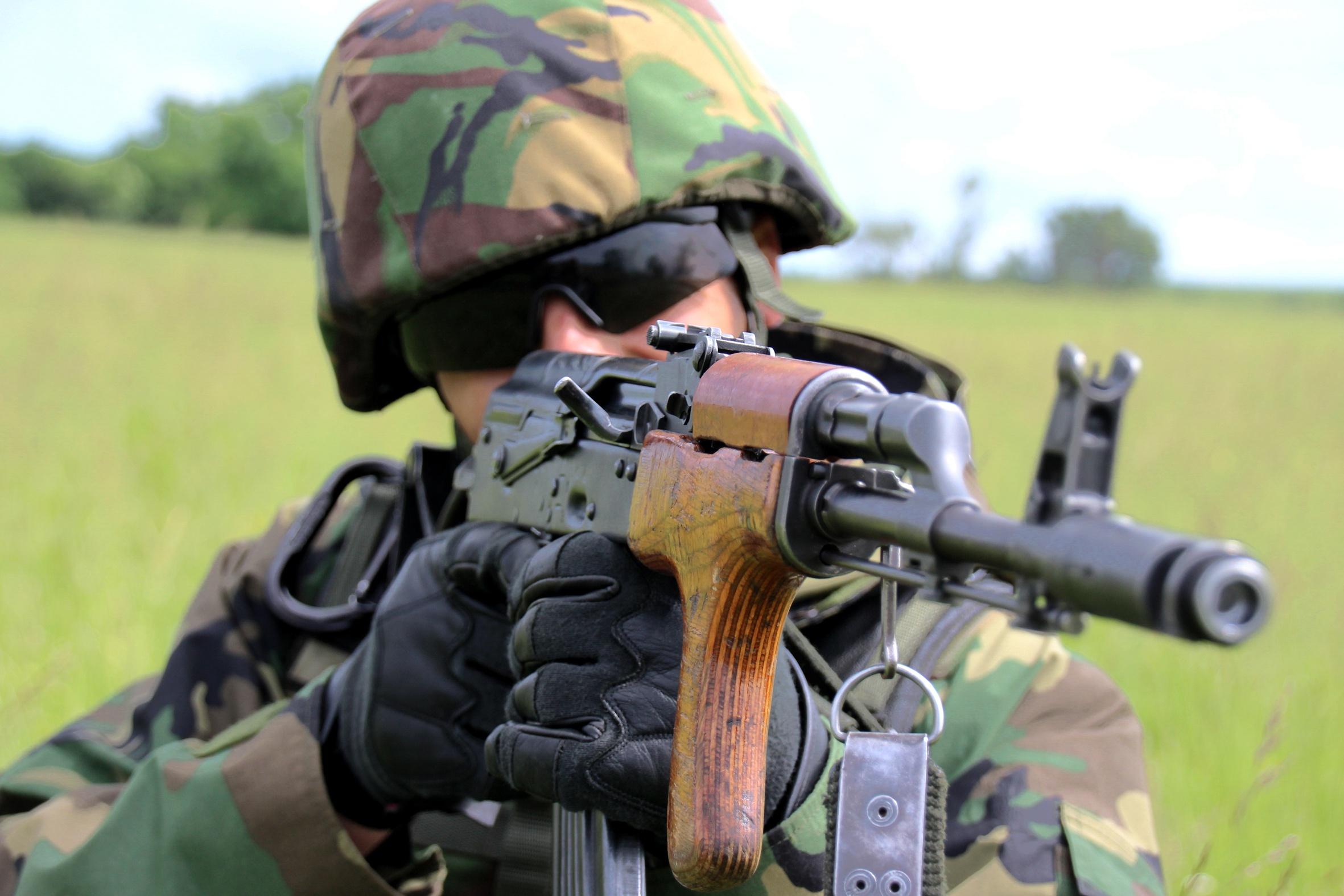 можешь картинки солдат из игр с автоматом калашникова дело идет