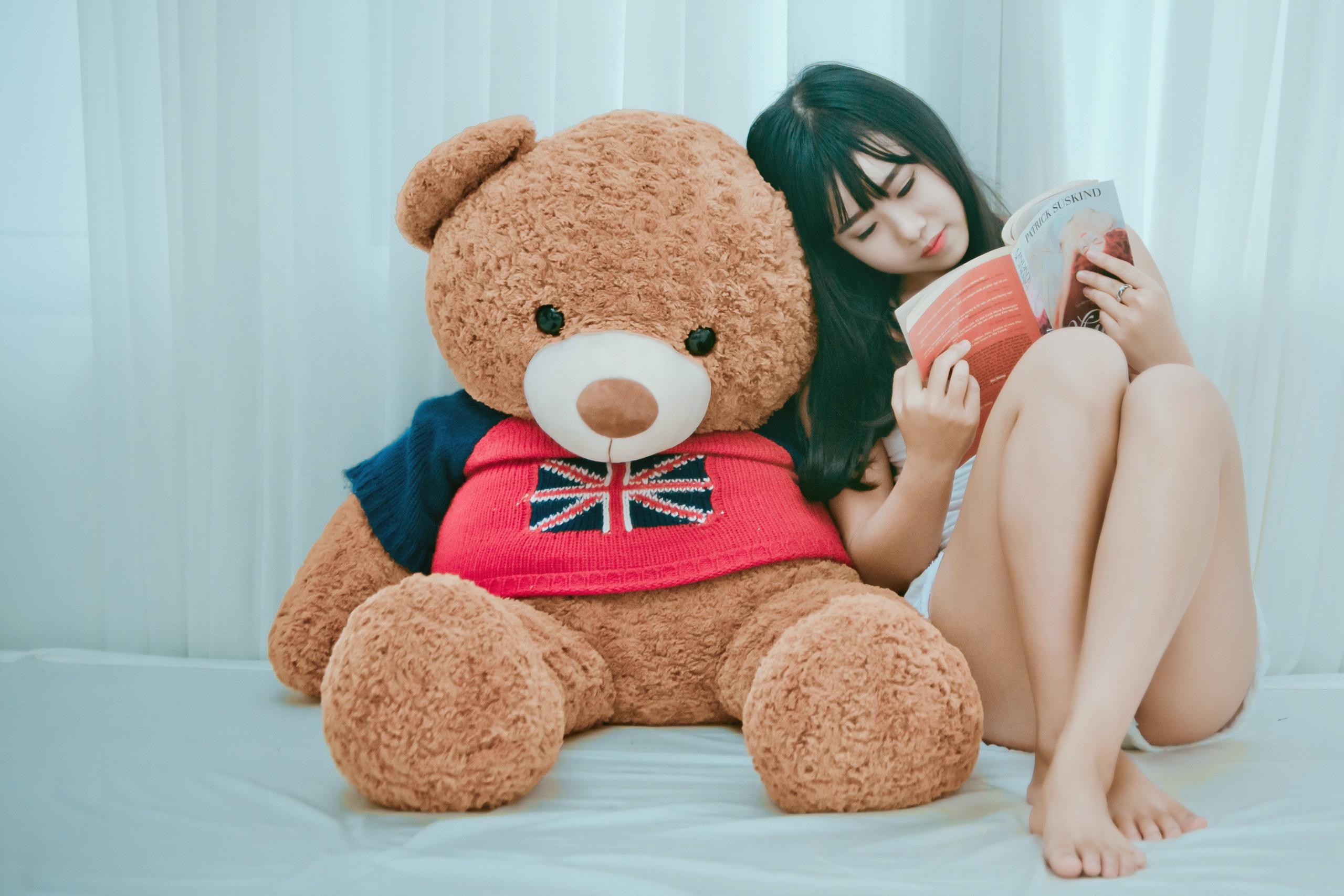девушка медведь плюшевый  № 351112 загрузить