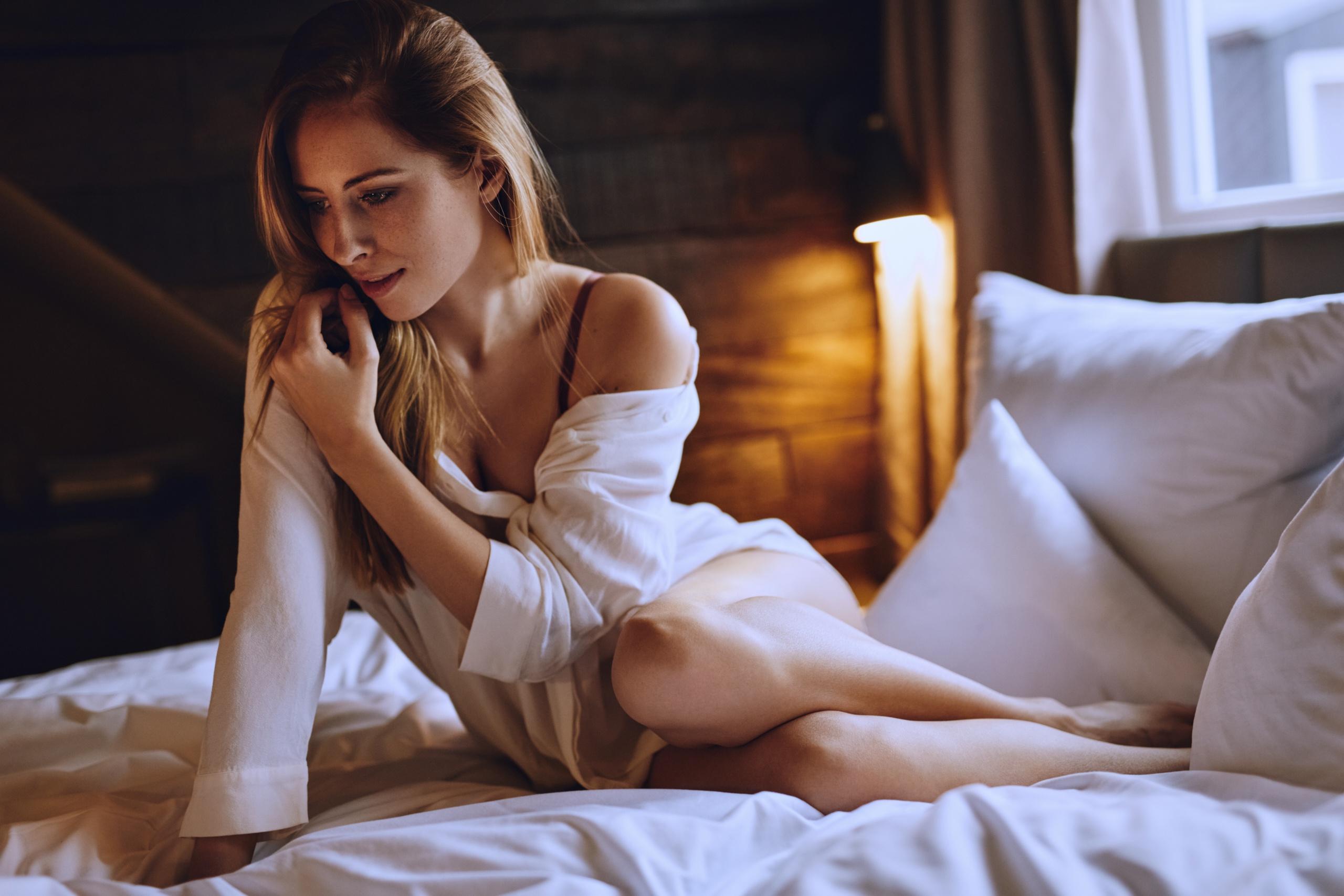 Фото с девушкой в постели, Фото красивых девушек в постели 4 фотография