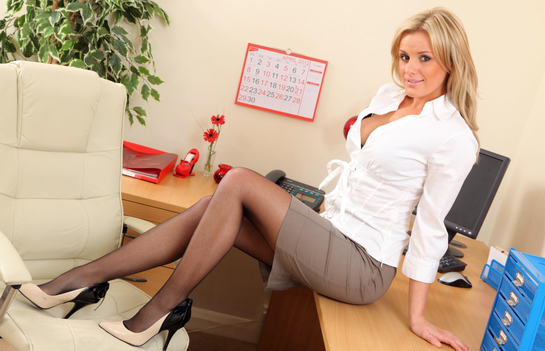 онлайн с секретаршей обнял