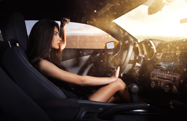 Галерея фотографий девушек на машинах