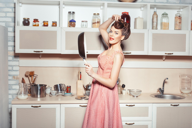 Картинки женщина на кухне, поздравления бусы