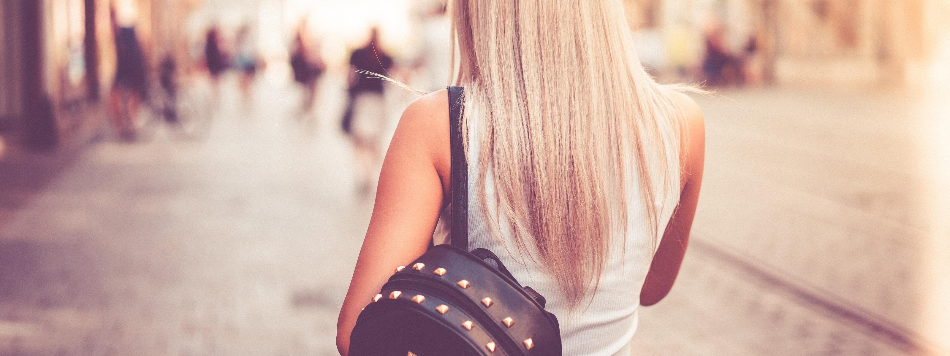 картинки девушек сзади блондинка личном