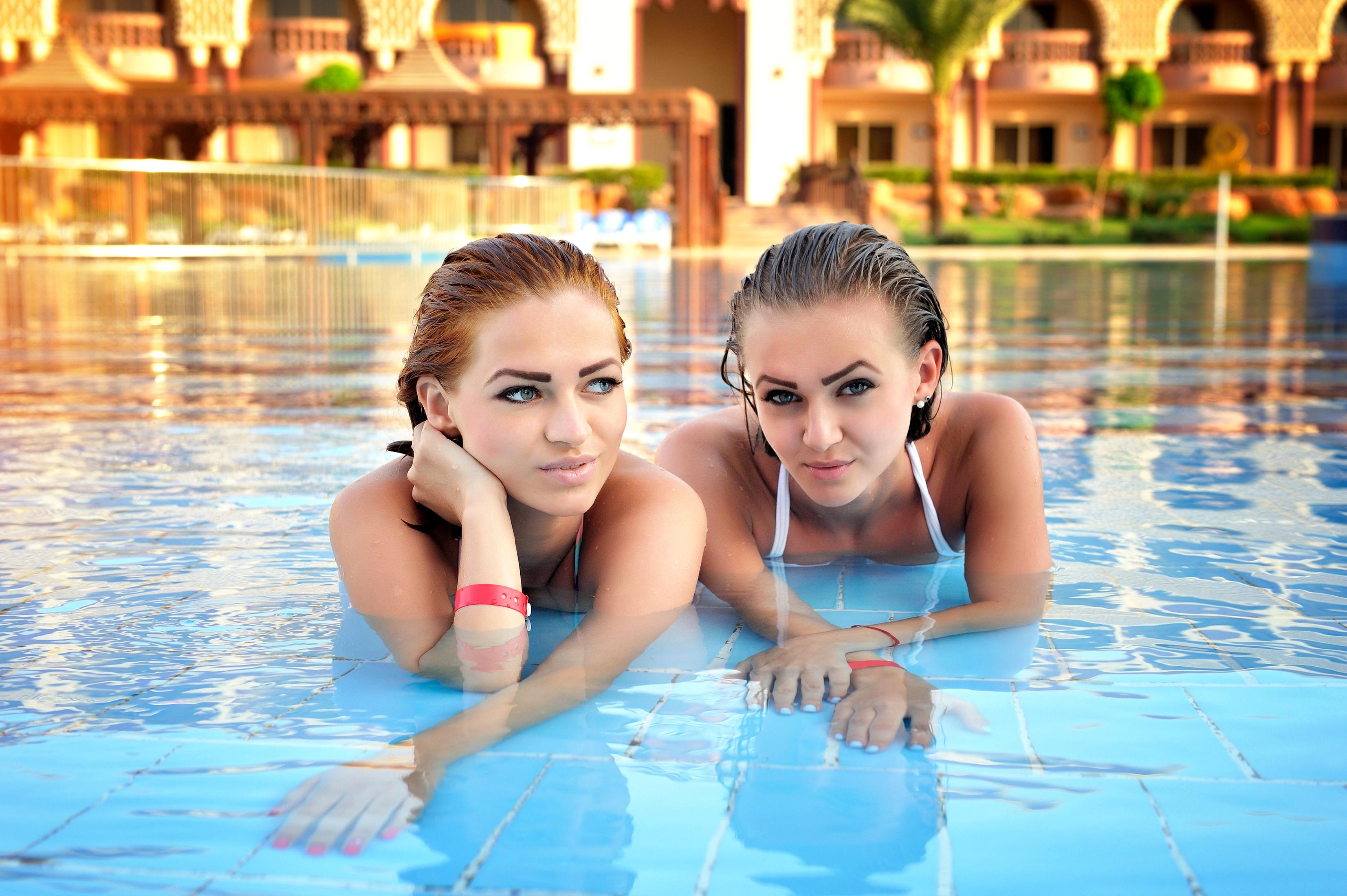 чего двое в бассейне картинки тех пор