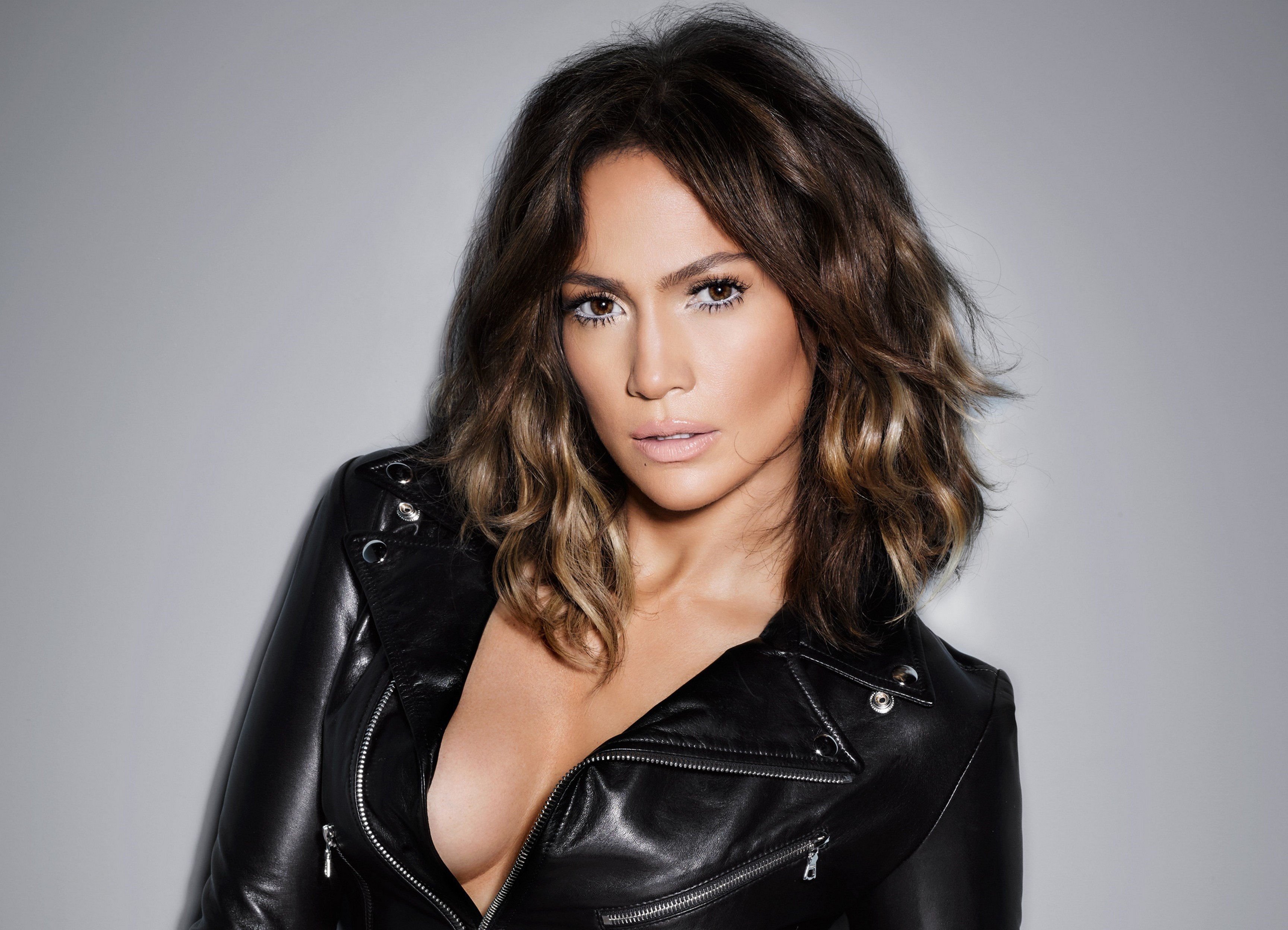 825m Followers 1091 Following 2597 Posts See Instagram photos and videos from Jennifer Lopez jlo