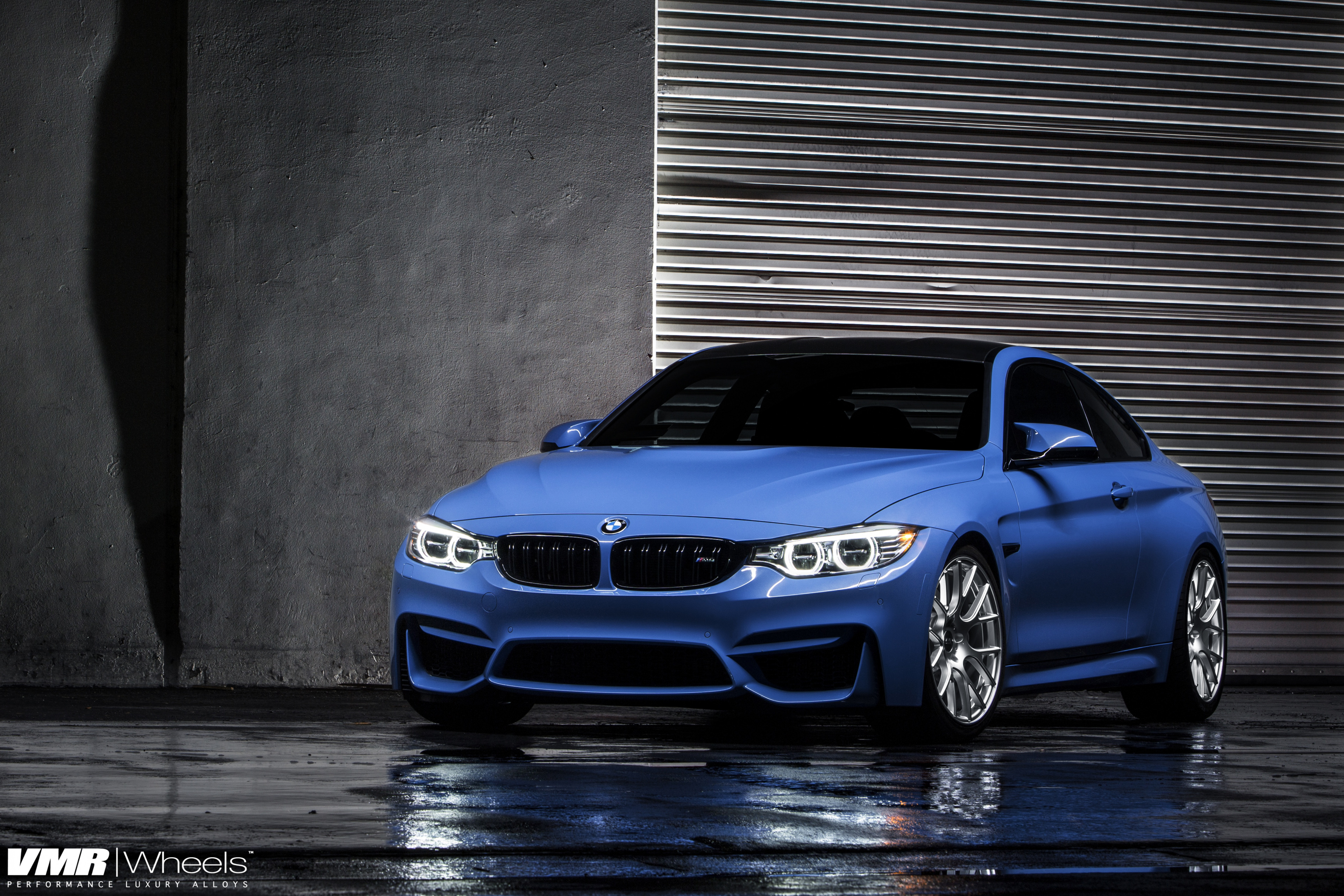 синий автомобиль BMW blue car  № 215686  скачать