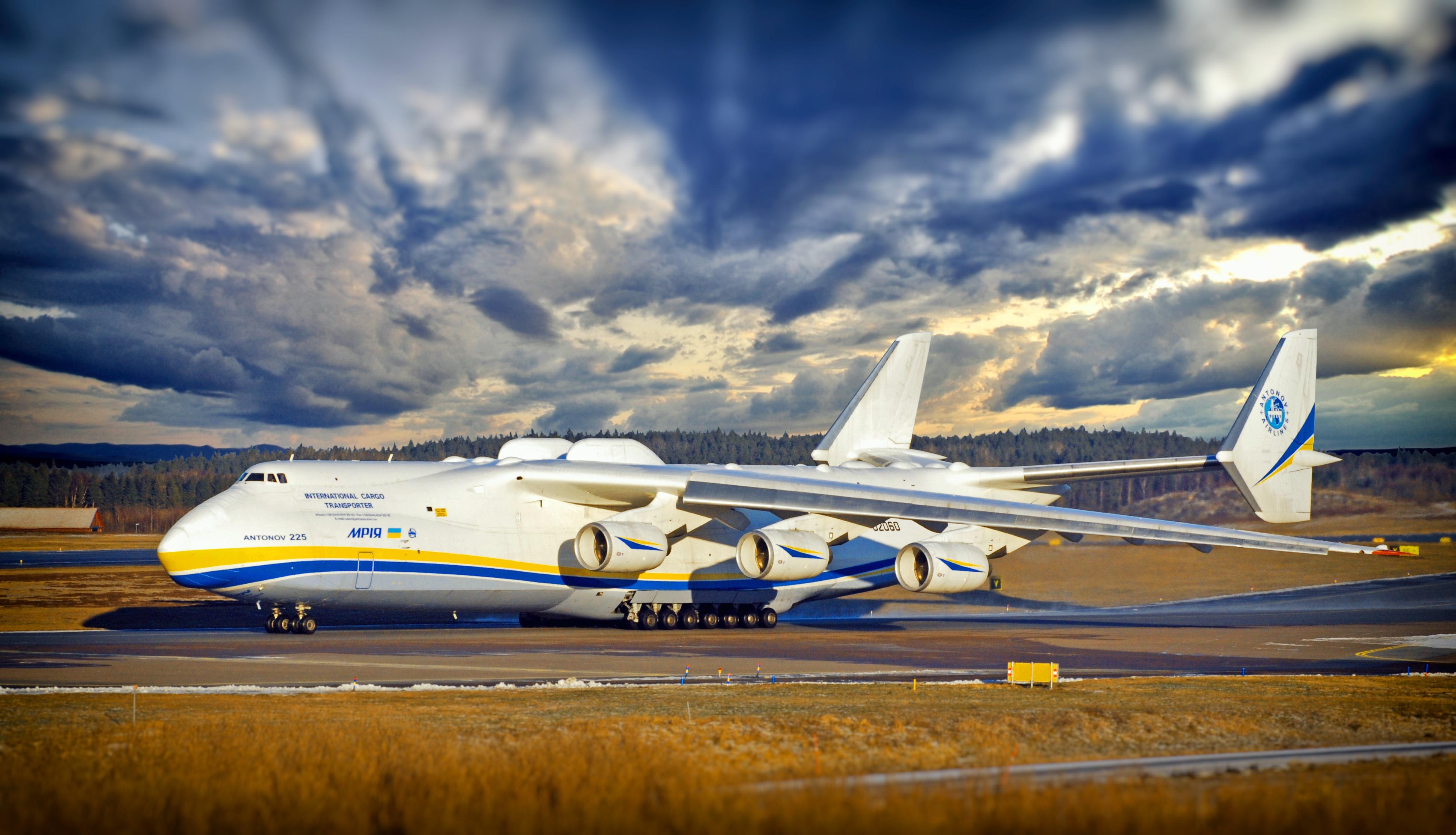 Антонов самолет фото