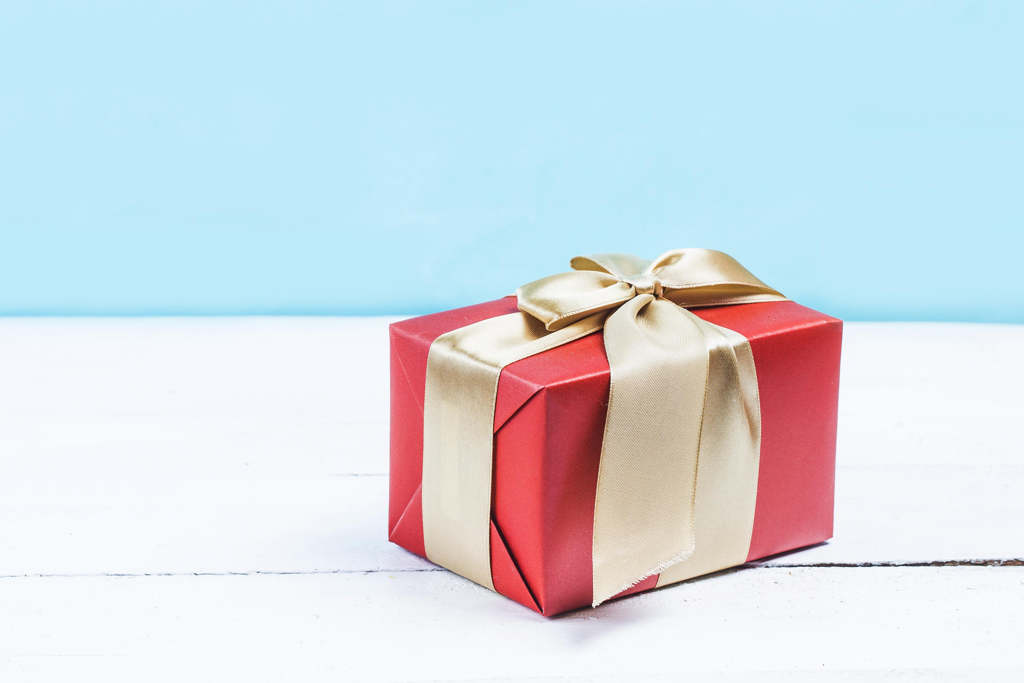 Надписью днем, открытки с подарочной коробкой
