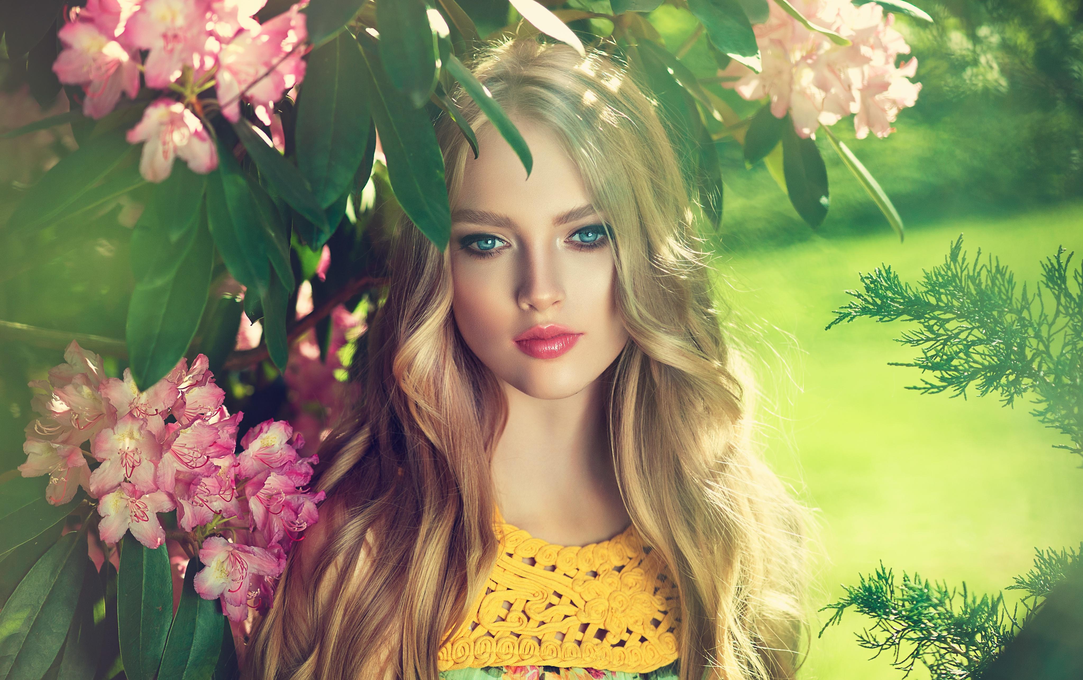 Фото красивых девушек лицо блондинка под деревом, рисунок сексуальная женщина распечатать