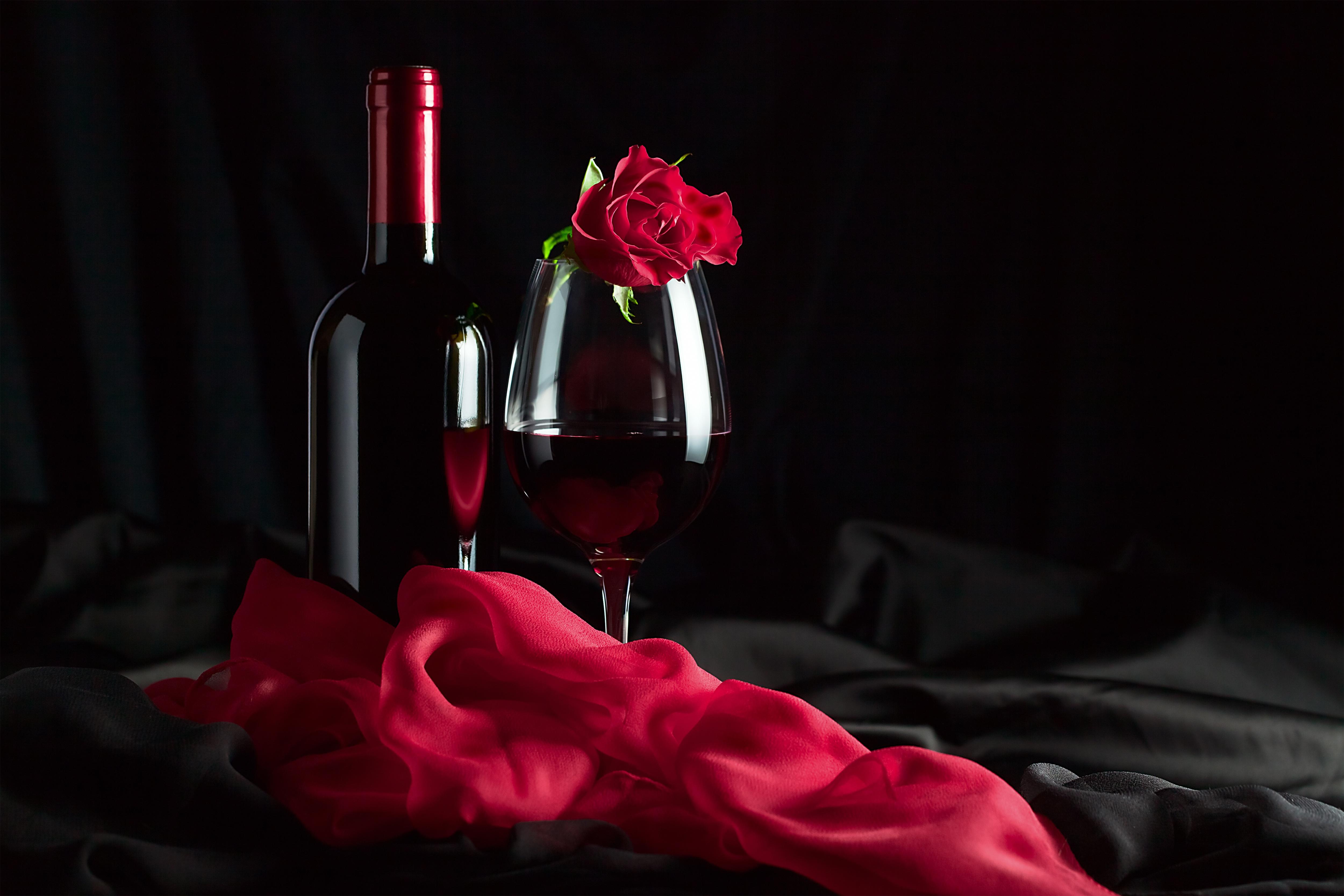 Открытка с вином и цветами