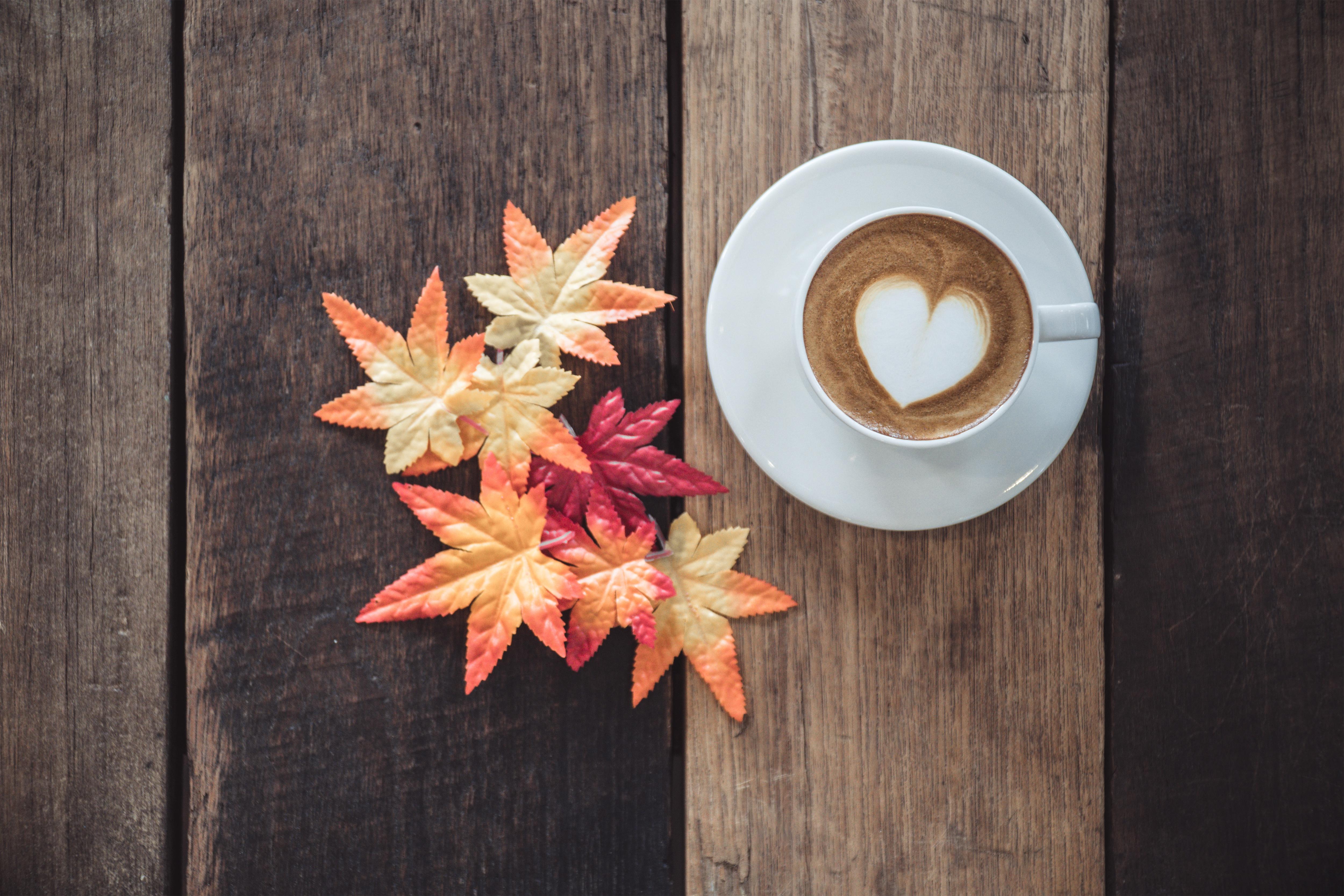 фото картинки на телефон кофе осенние листья кургандан кийин