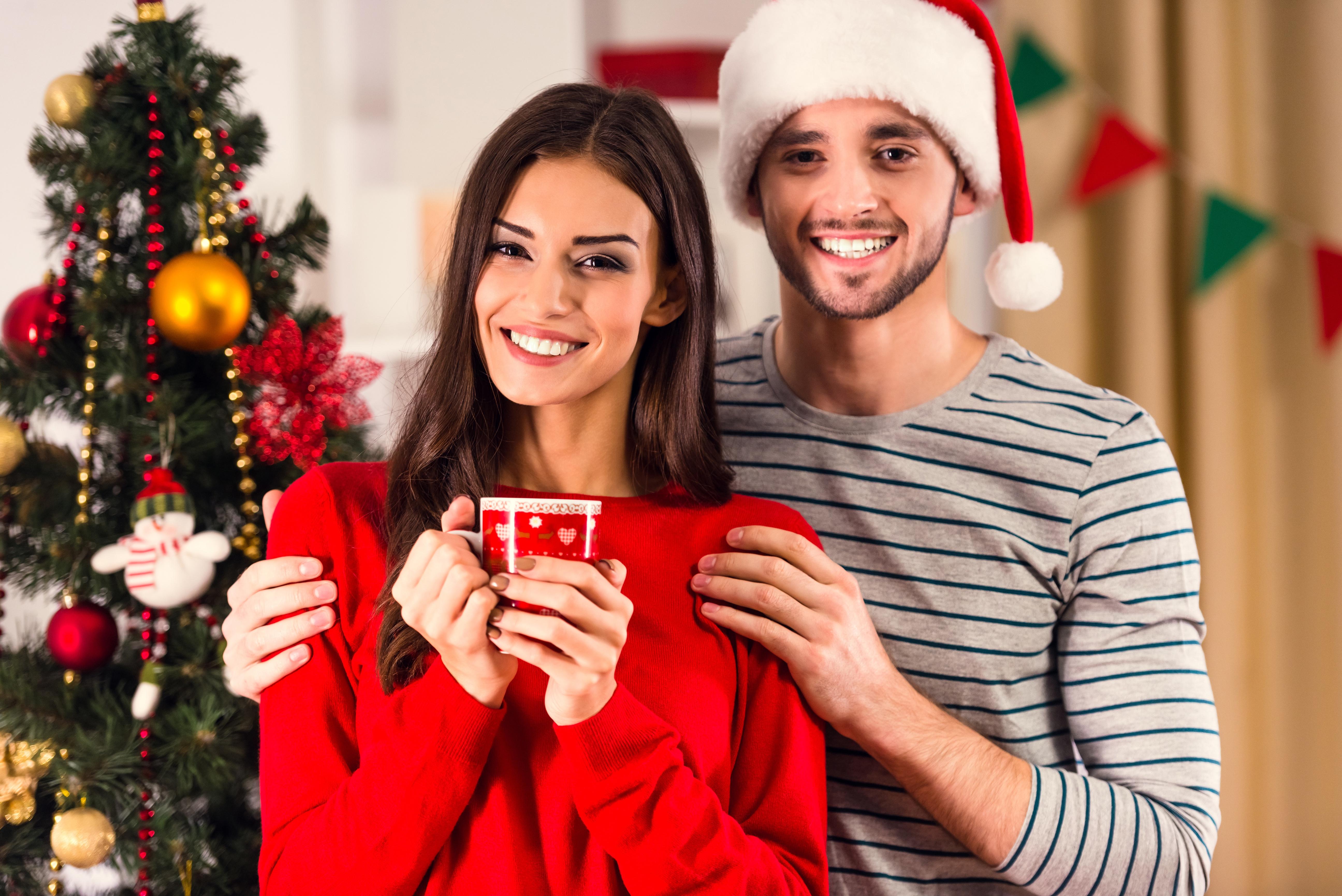 Картинки новогодние девушки с парнем