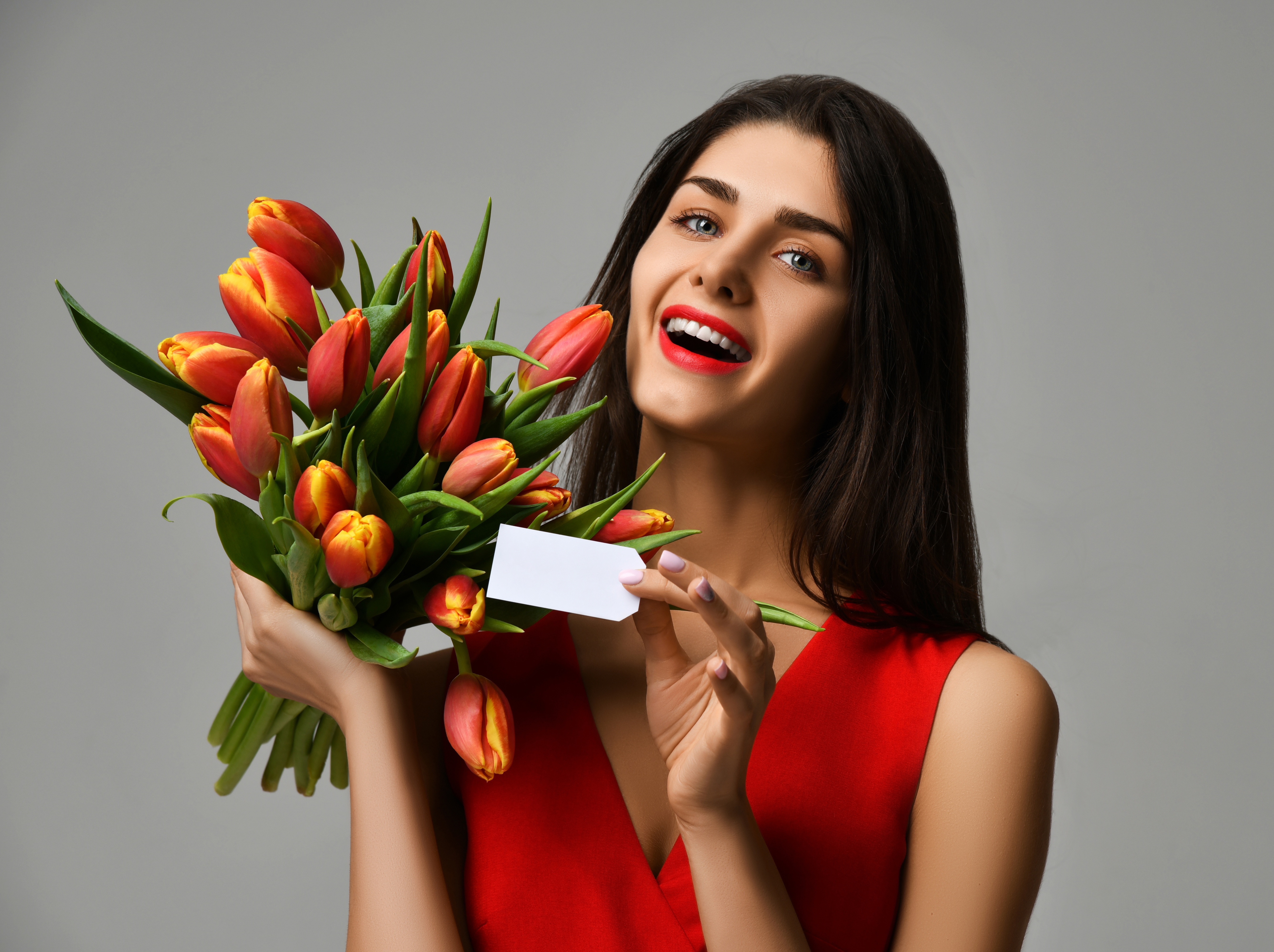 Какие цветы подарить женщине деве