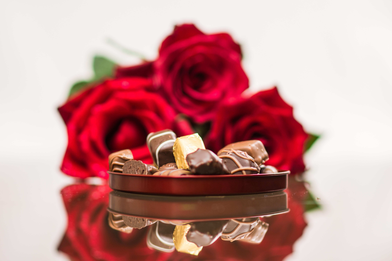 Красивые открытки розы с конфетами
