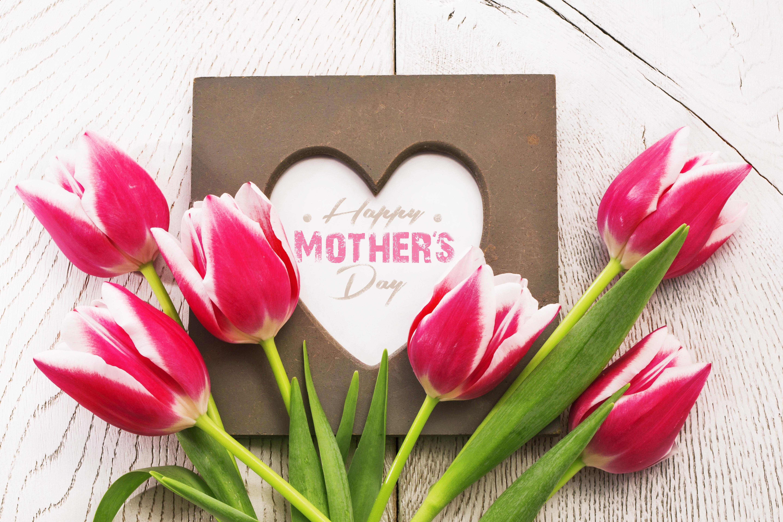 Открытка для мамы сердечко с цветами, наклейками
