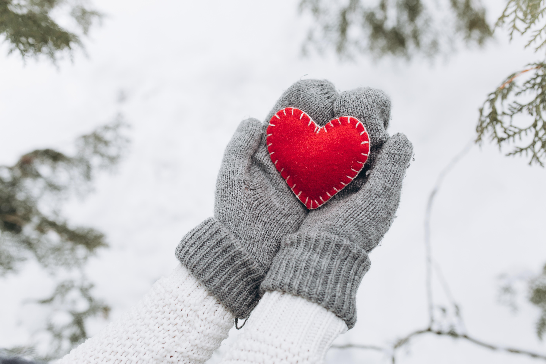 Согрей меня картинки сердце в снегу