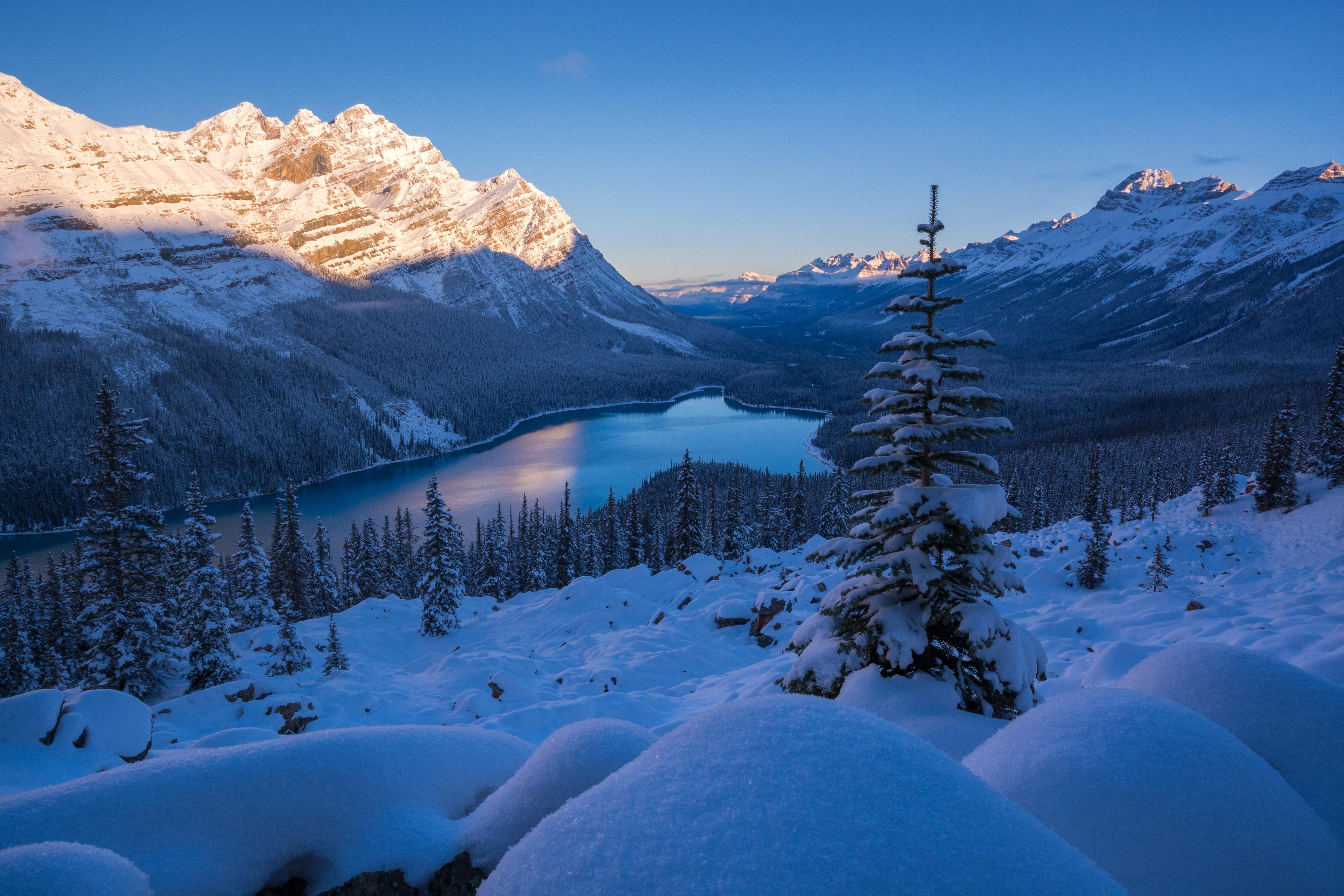 обои на рабочий стол зима в горах с озером № 201897 бесплатно